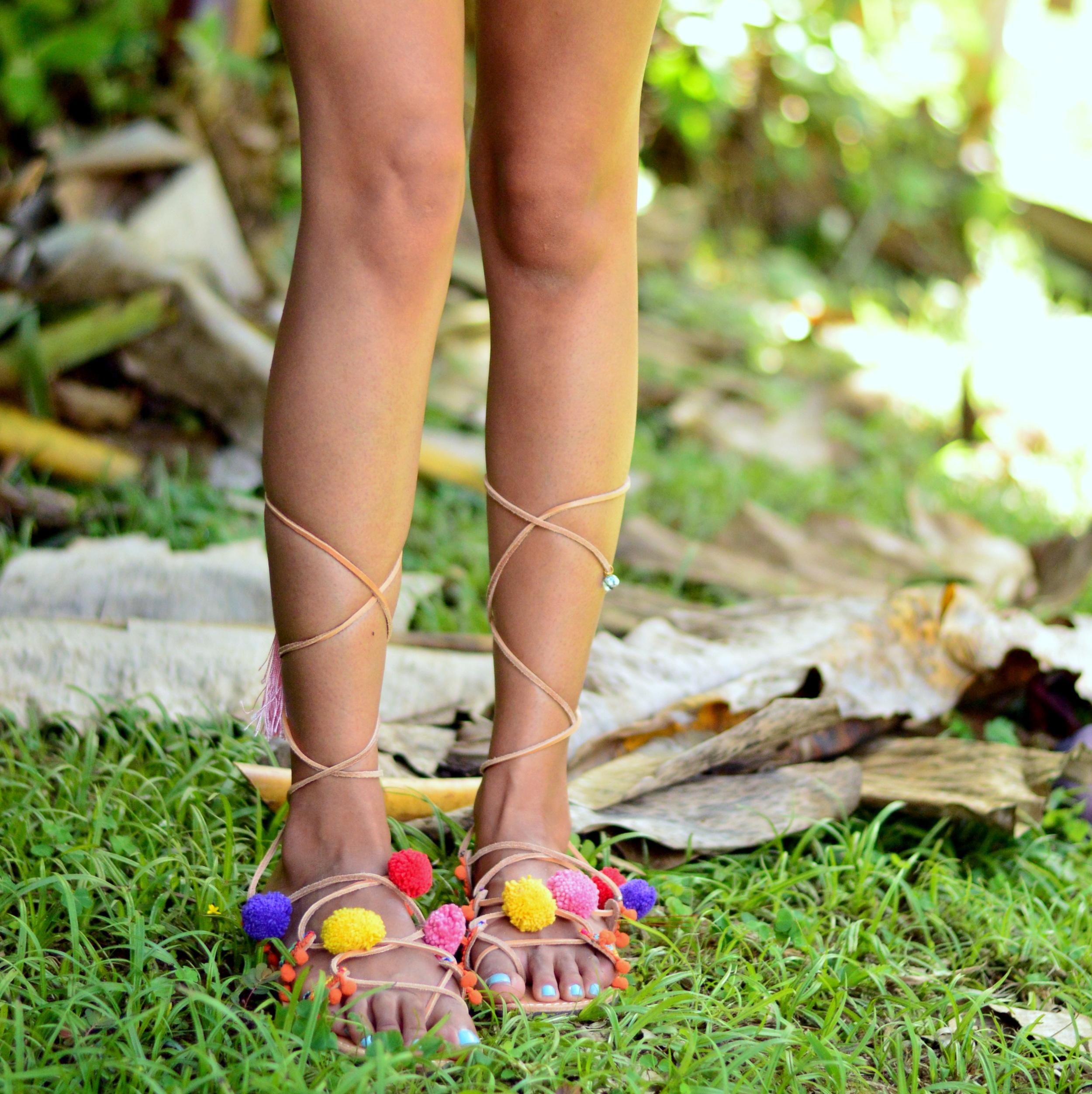 pom-pom-sandals-vacation-style