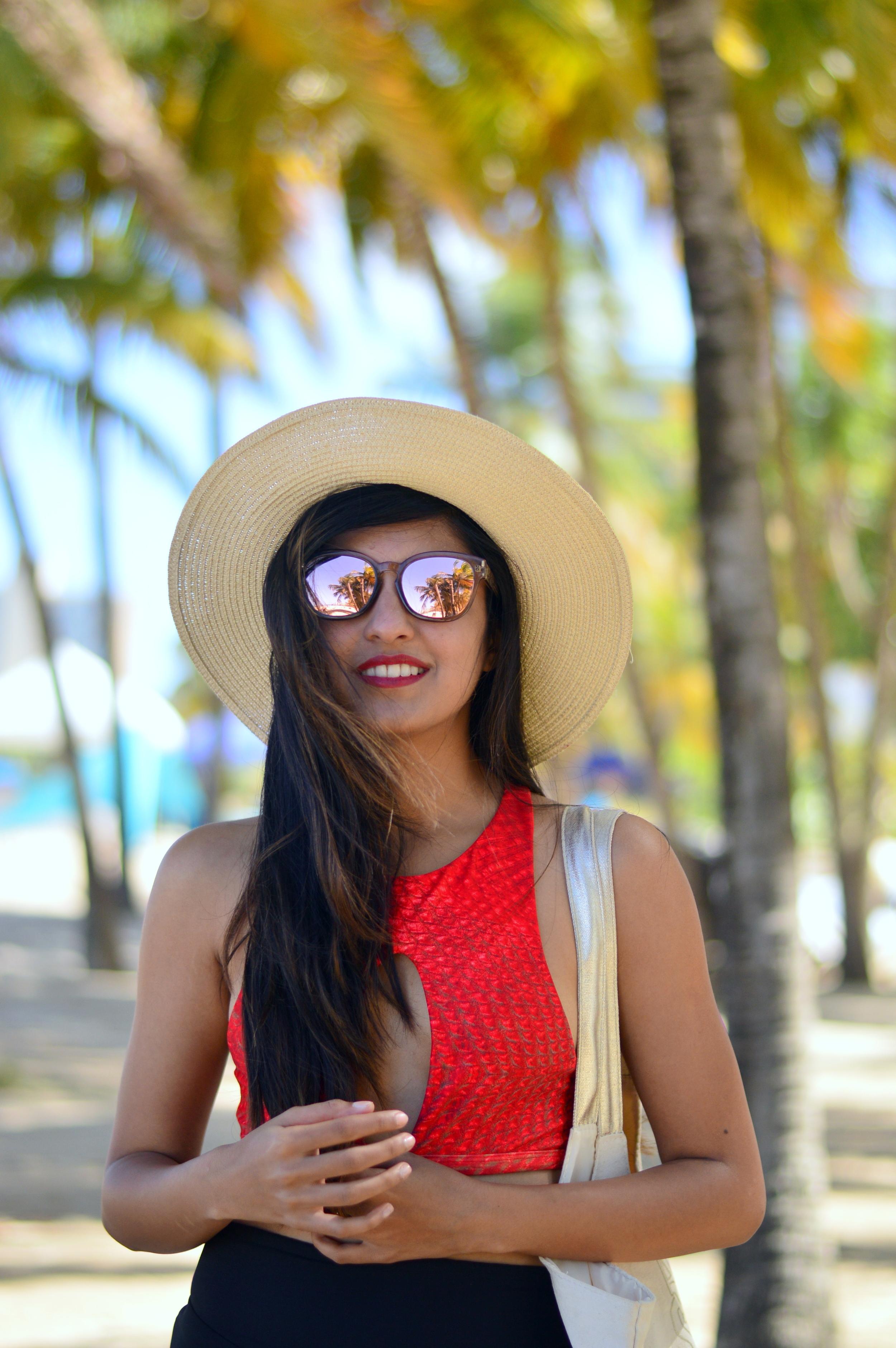 rose-gold-sunglasses-beach-accessories
