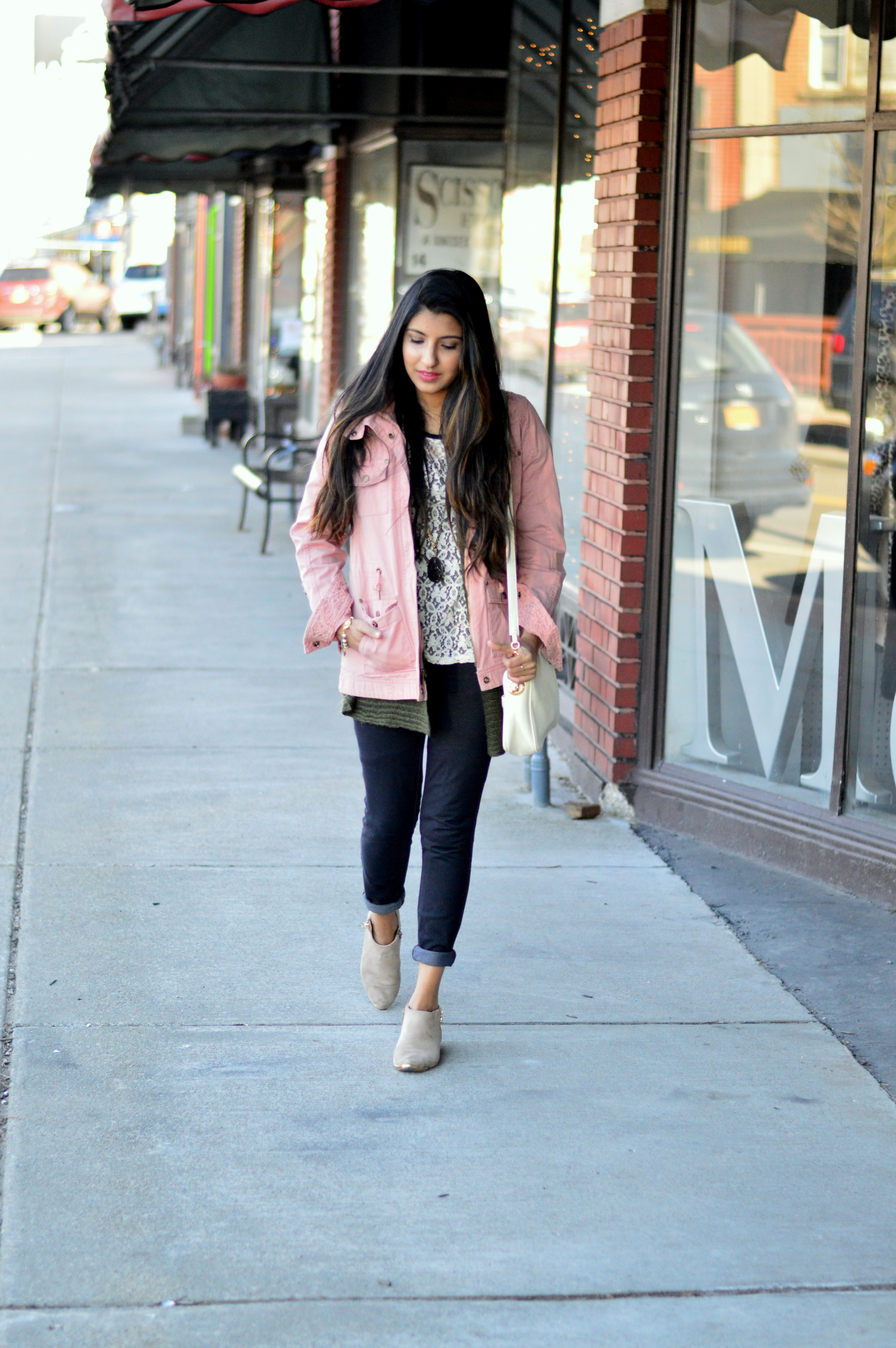 pink-utility-jacket-layers-blogger-outfit 3