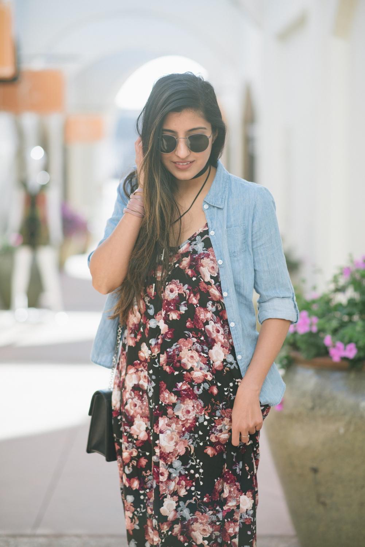 boho-spring-streetstyle-floral-maxi-dress-chambray-shirt