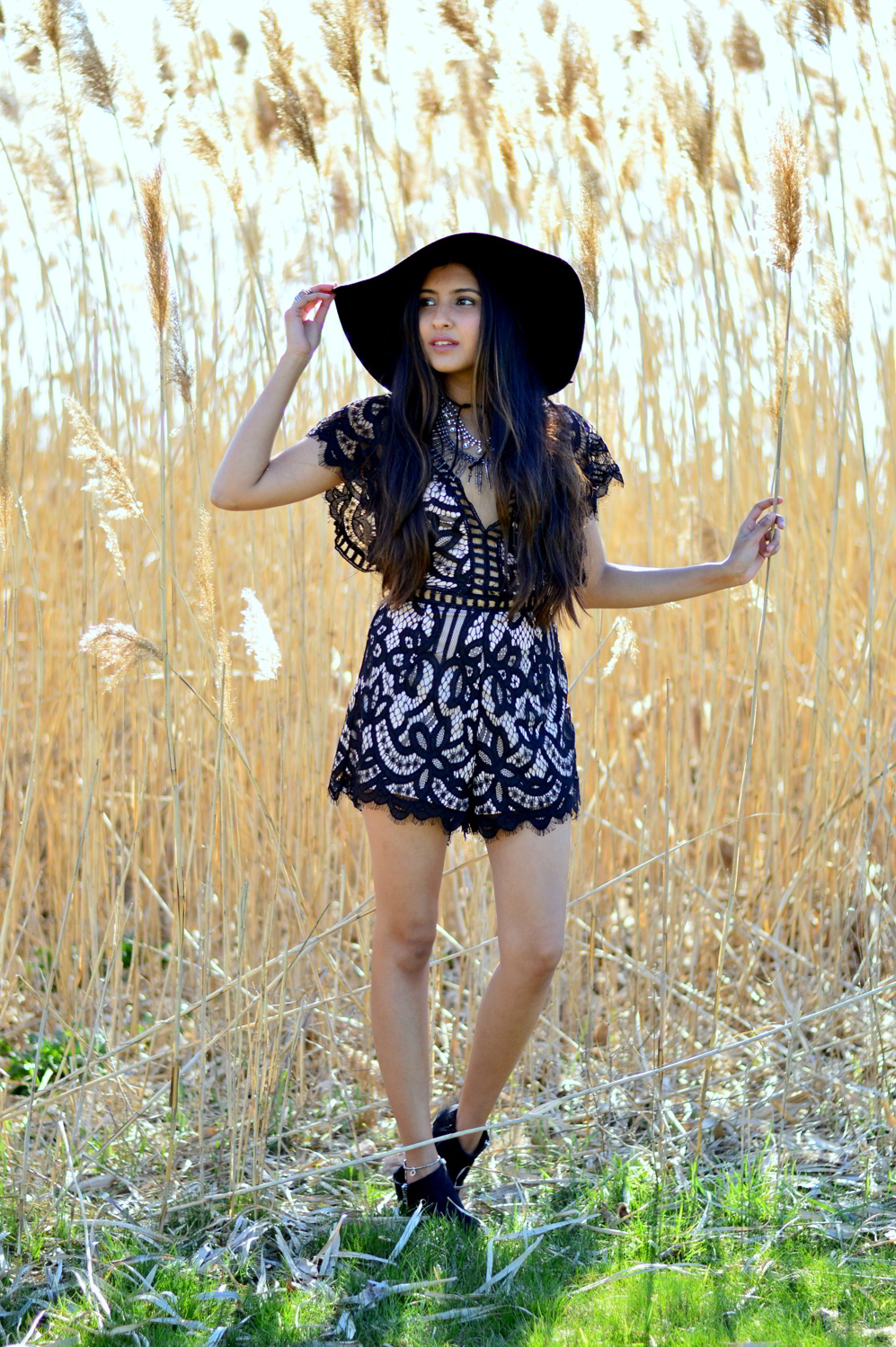 black-lace-romper-boho-festival-style-blogger-outfit 3