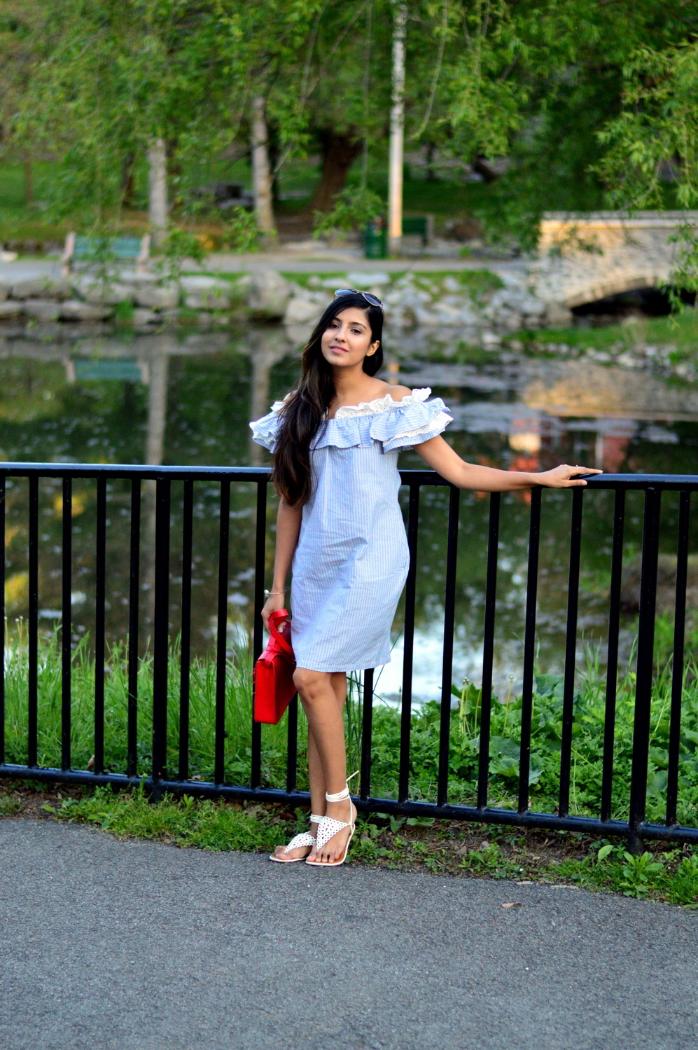 Off-Shoulder-striped-Chambray-Dress-blogger-style 8