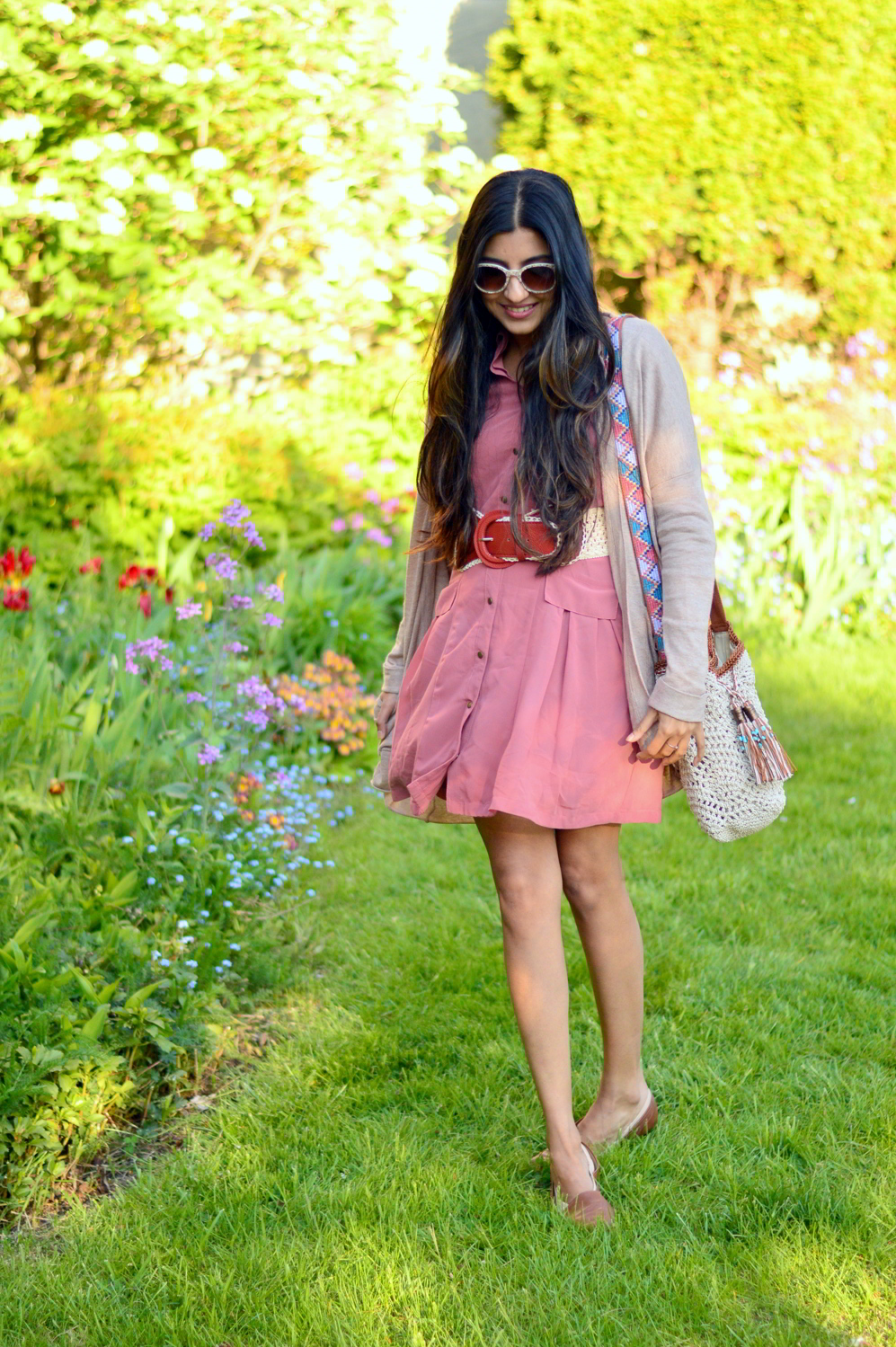 pink-shirtdress-crochet-bag-neutral-cardigan-blogger-outfit 3