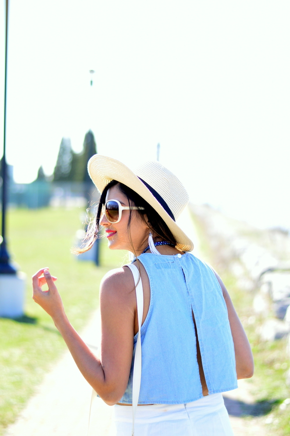 denim-crop-top-white-palazzo-pants-beach-style 7