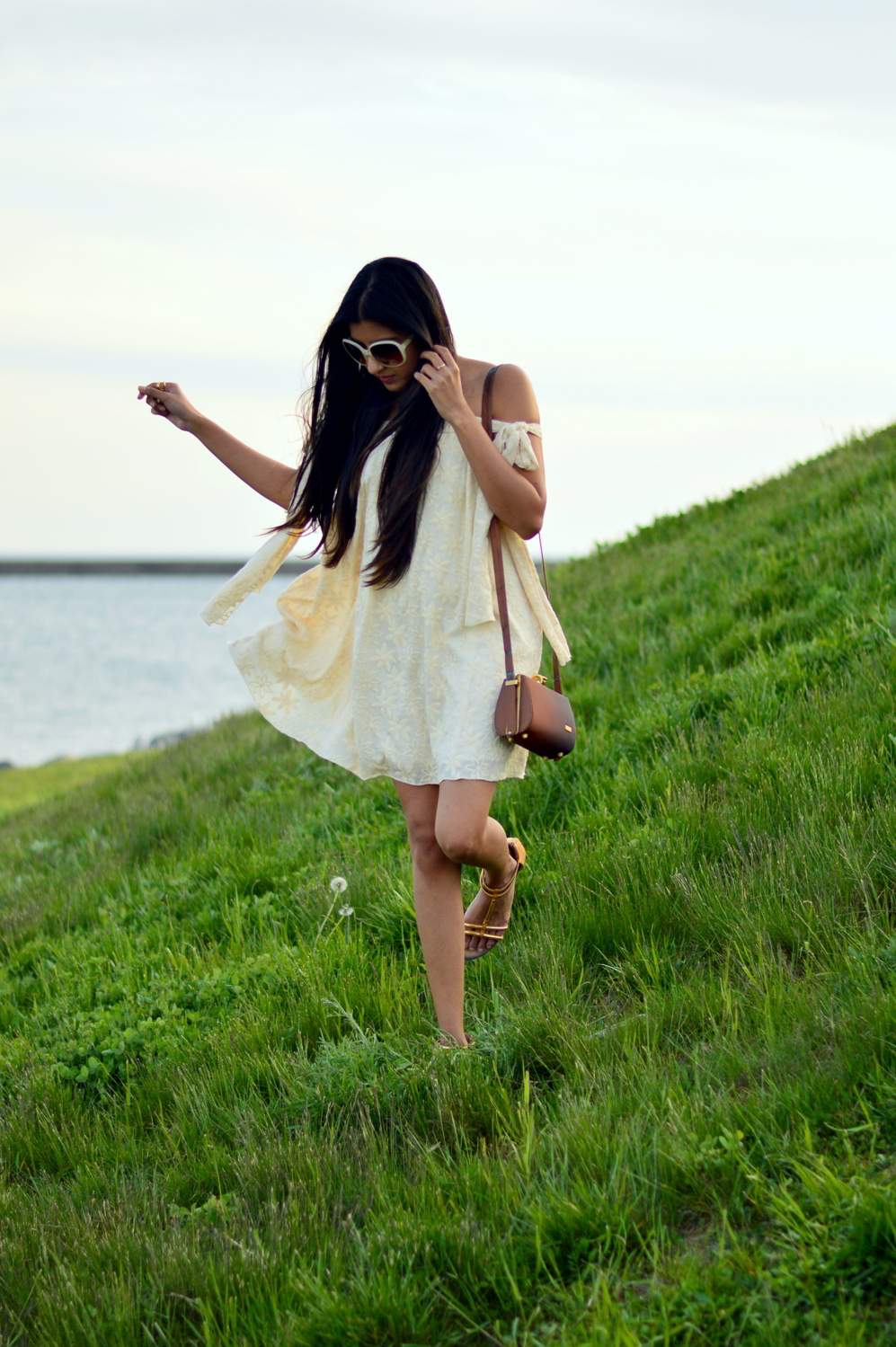 embroidered-tie-up-sleeves-boho-chic-summer-style-blogger-outfit 3