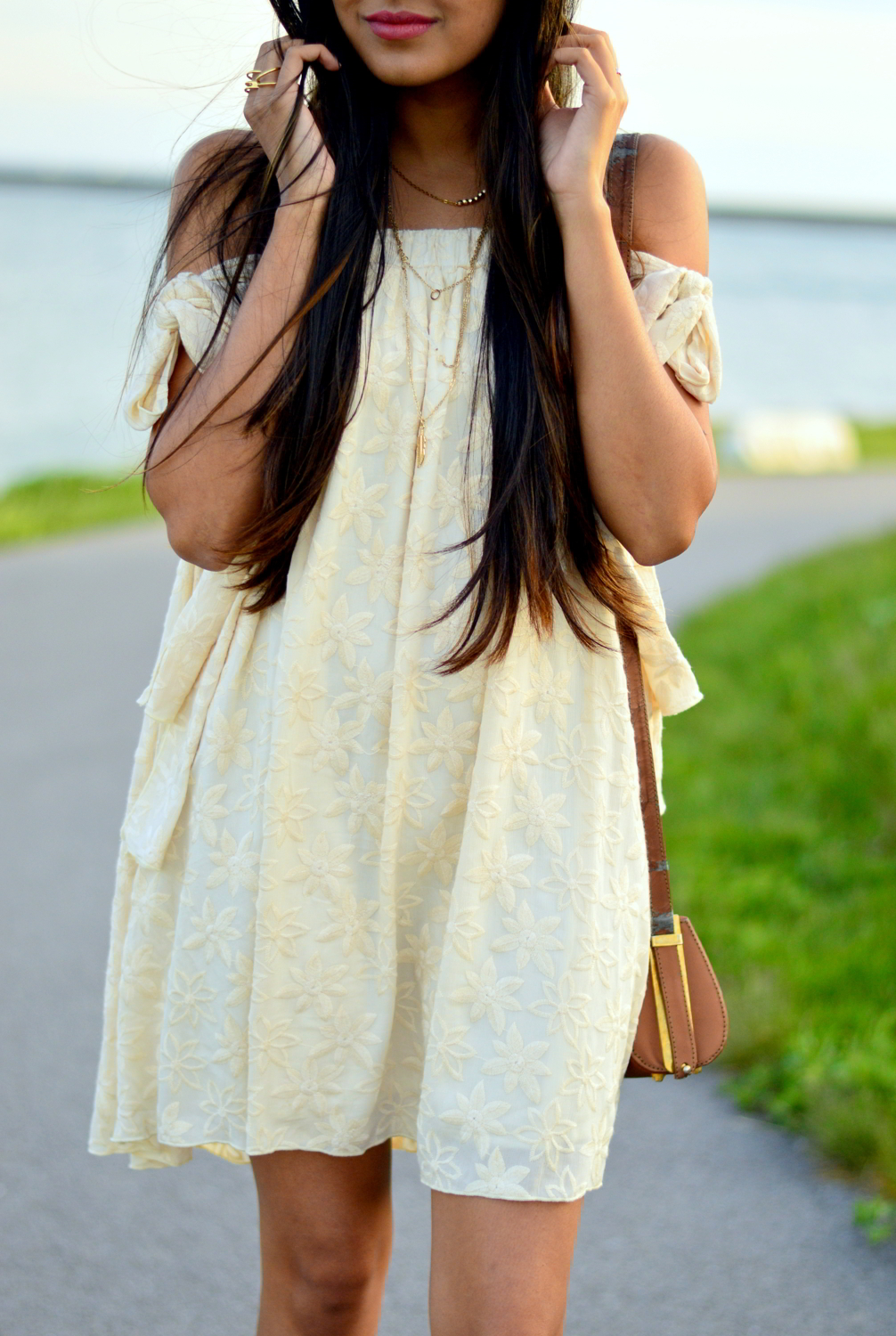 embroidered-tie-up-sleeves-boho-chic-summer-style 6