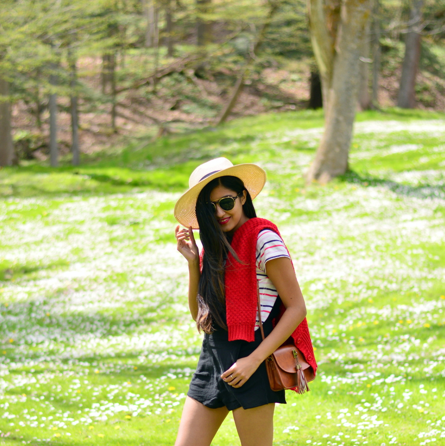 black-overalls-stripes-summer-casual-style-blogger-outfit 2