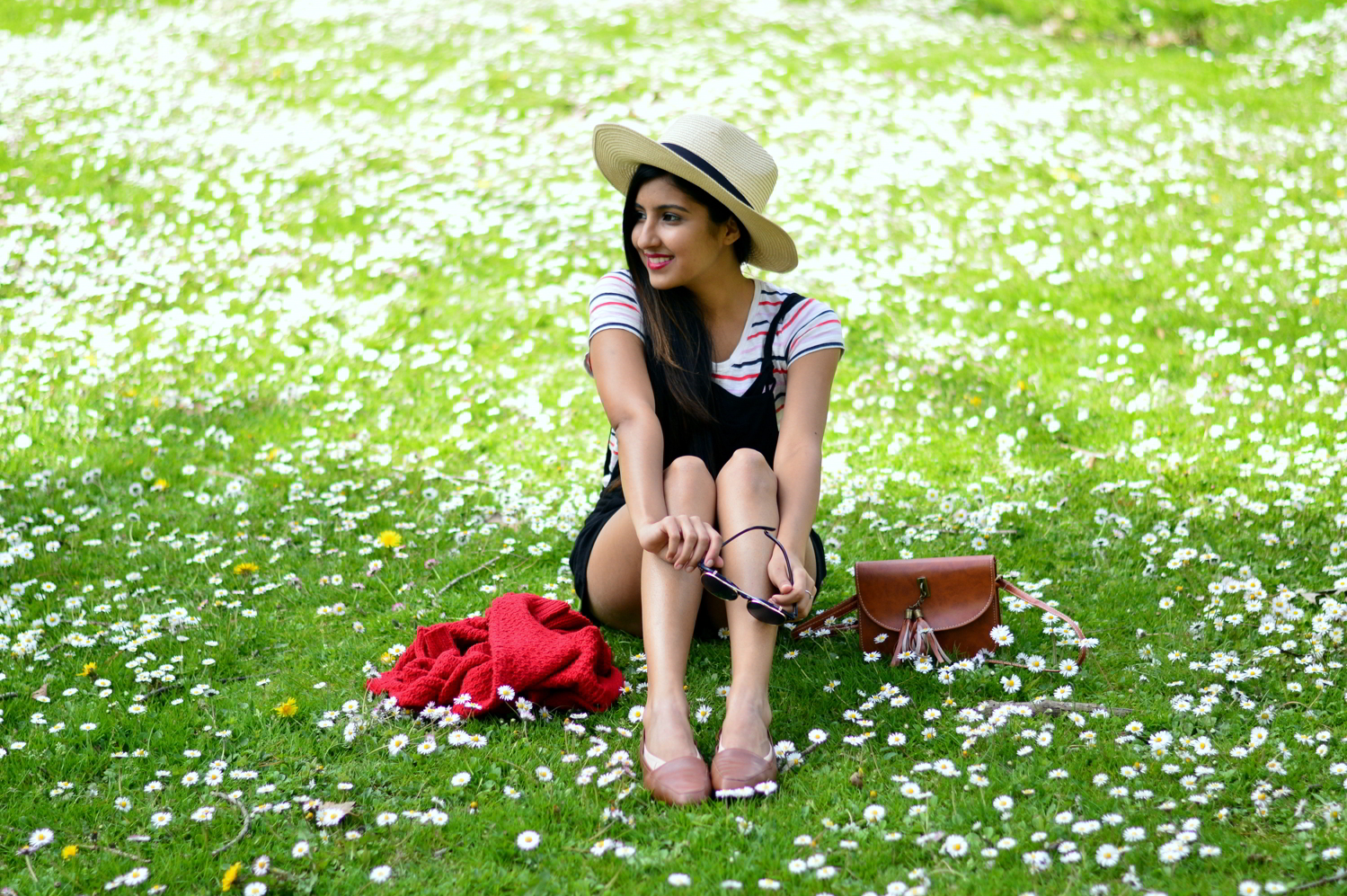 black-overalls-stripes-summer-casual-style 5