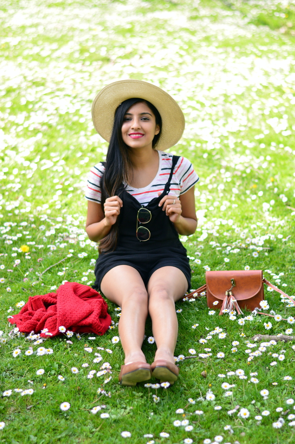 black-overalls-stripes-summer-casual-style-blogger-outfit 8
