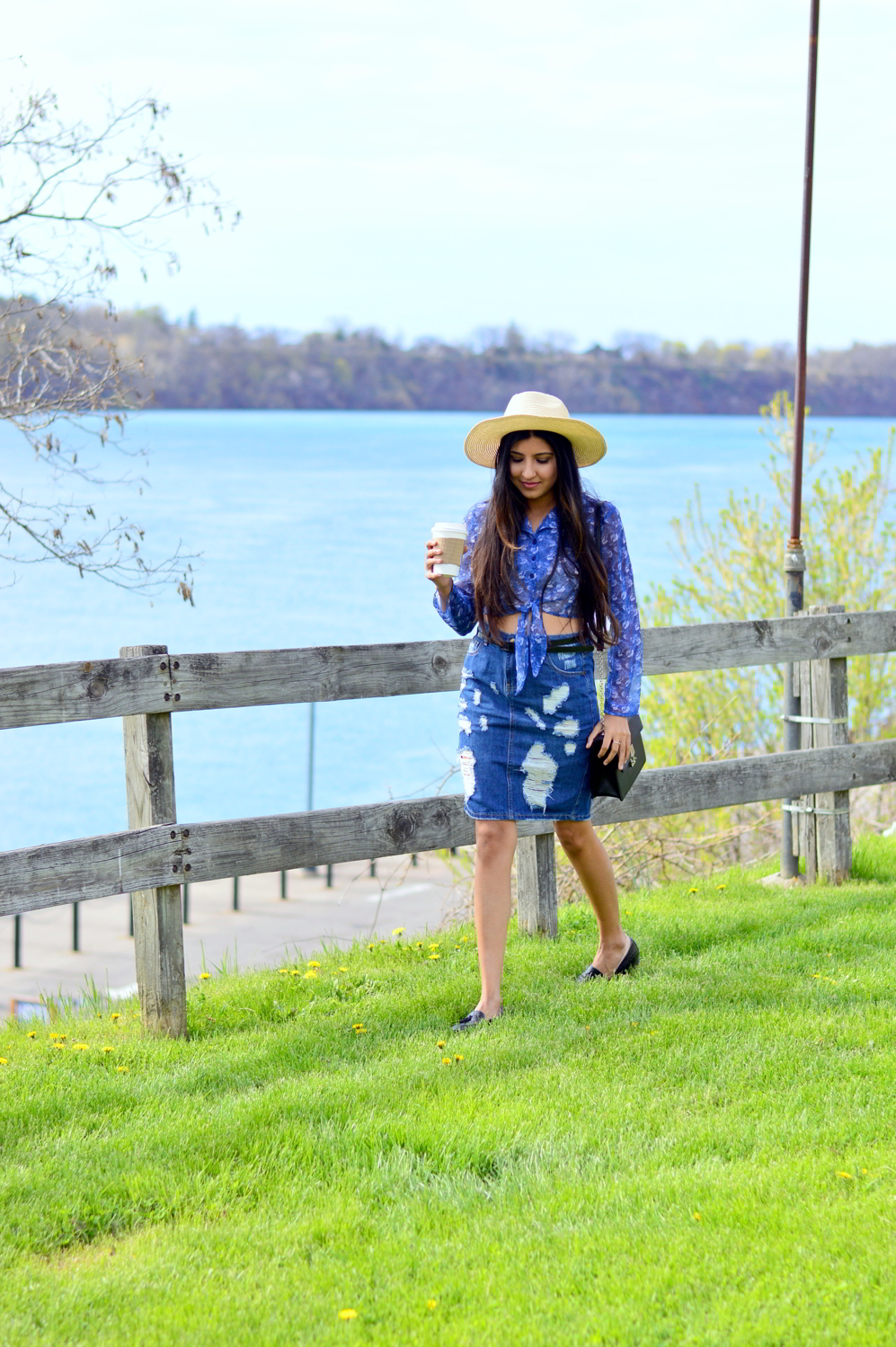 distressed-deim-skirt-retro-inspired-florals-outfit-upstate-new-york-travel-blogger 7