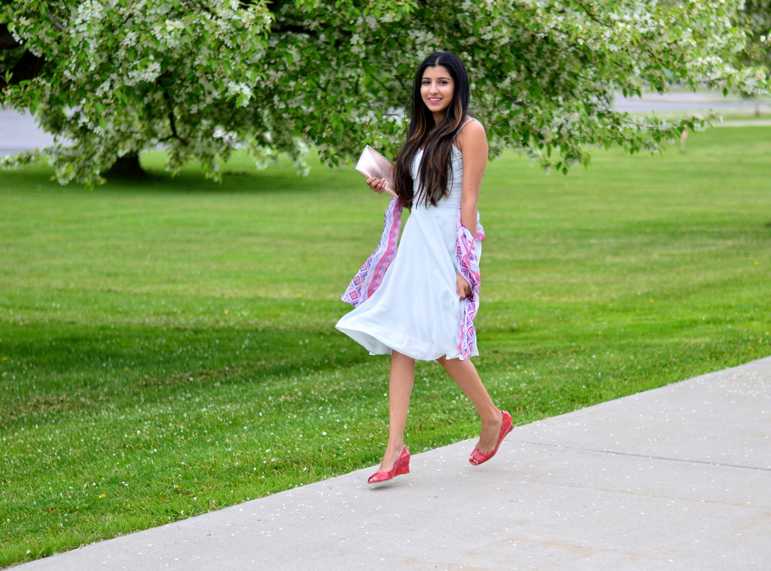 wedding-guest-outfit-rose-gold-summer-blogger-style 1