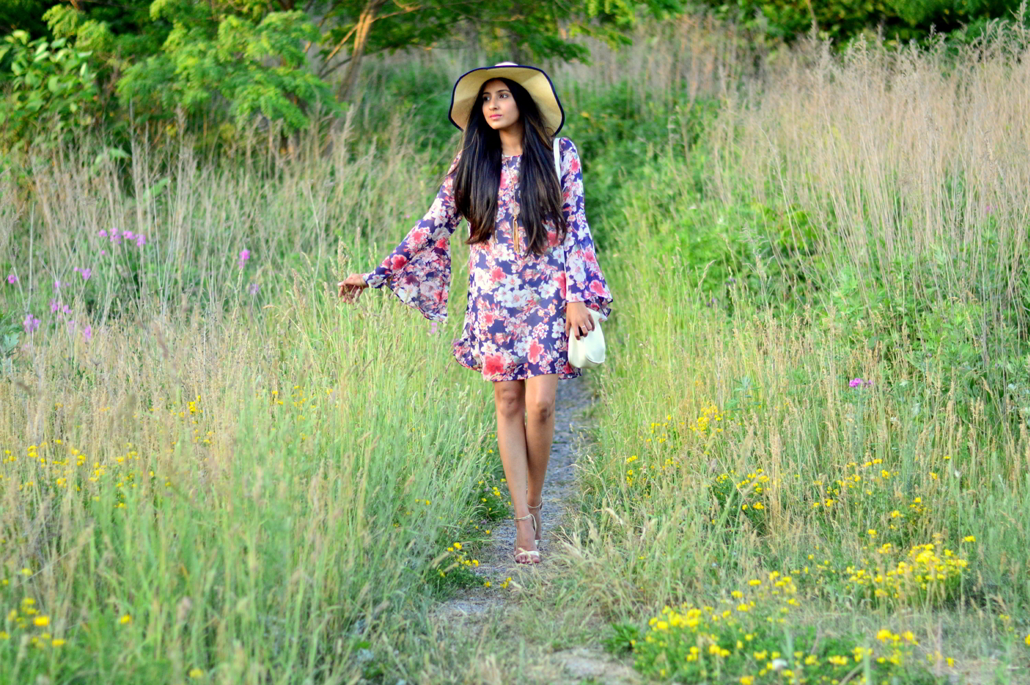 bell-sleeves-floral-dress-summer-casual-style 1