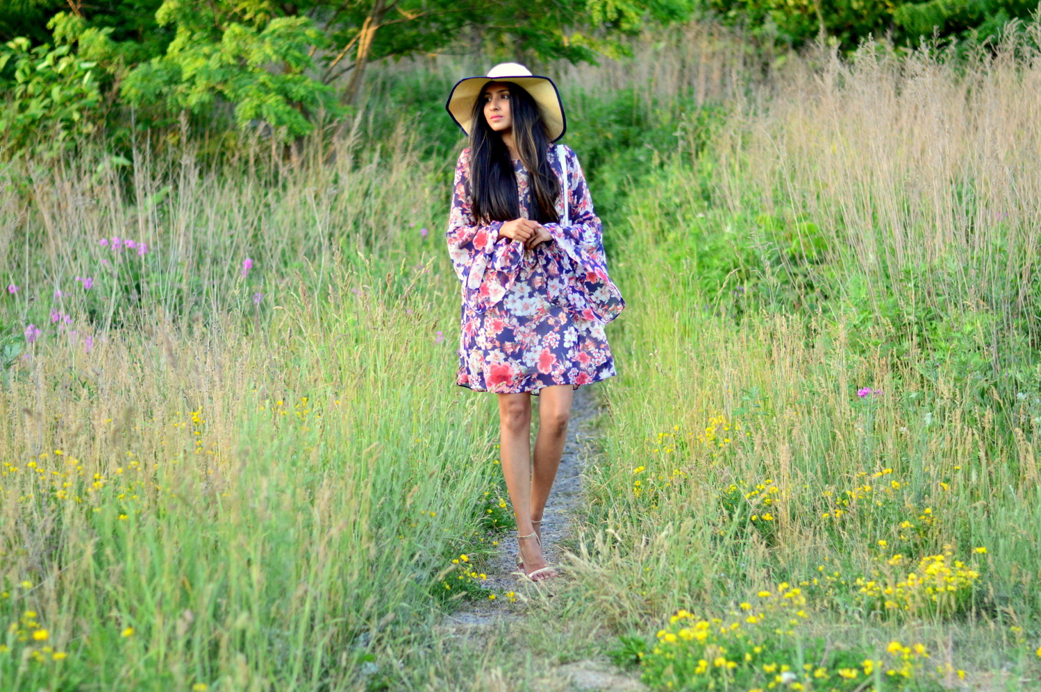 bell-sleeves-floral-dress-summer-casual-date-night-outfit 3