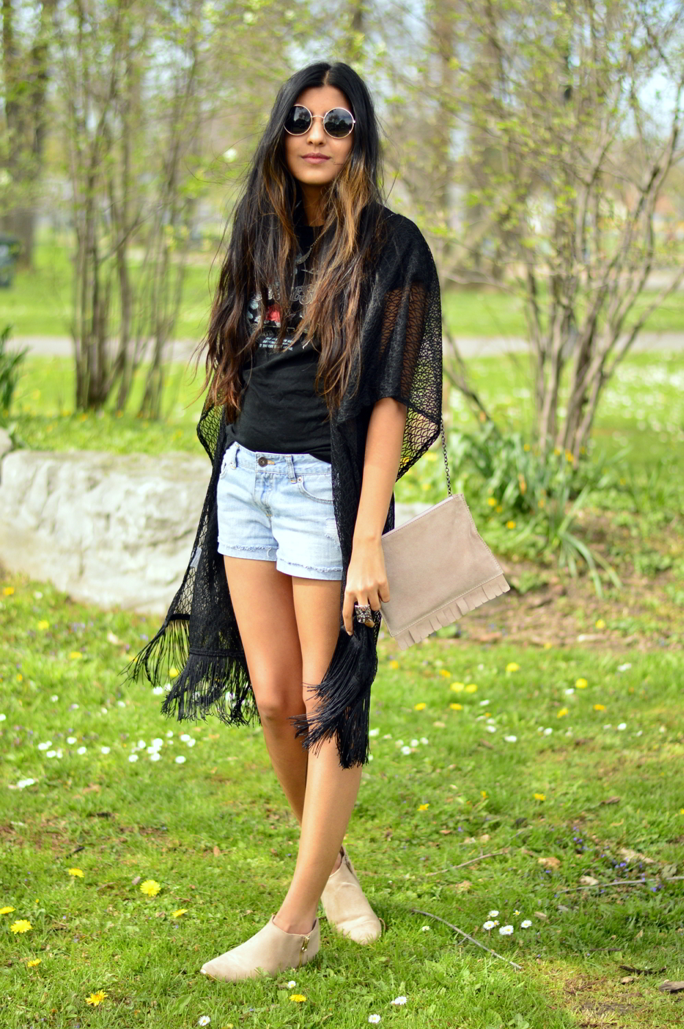 graphic-tee-fringe-boho-chic-casual-summer-blogger-outfit 5