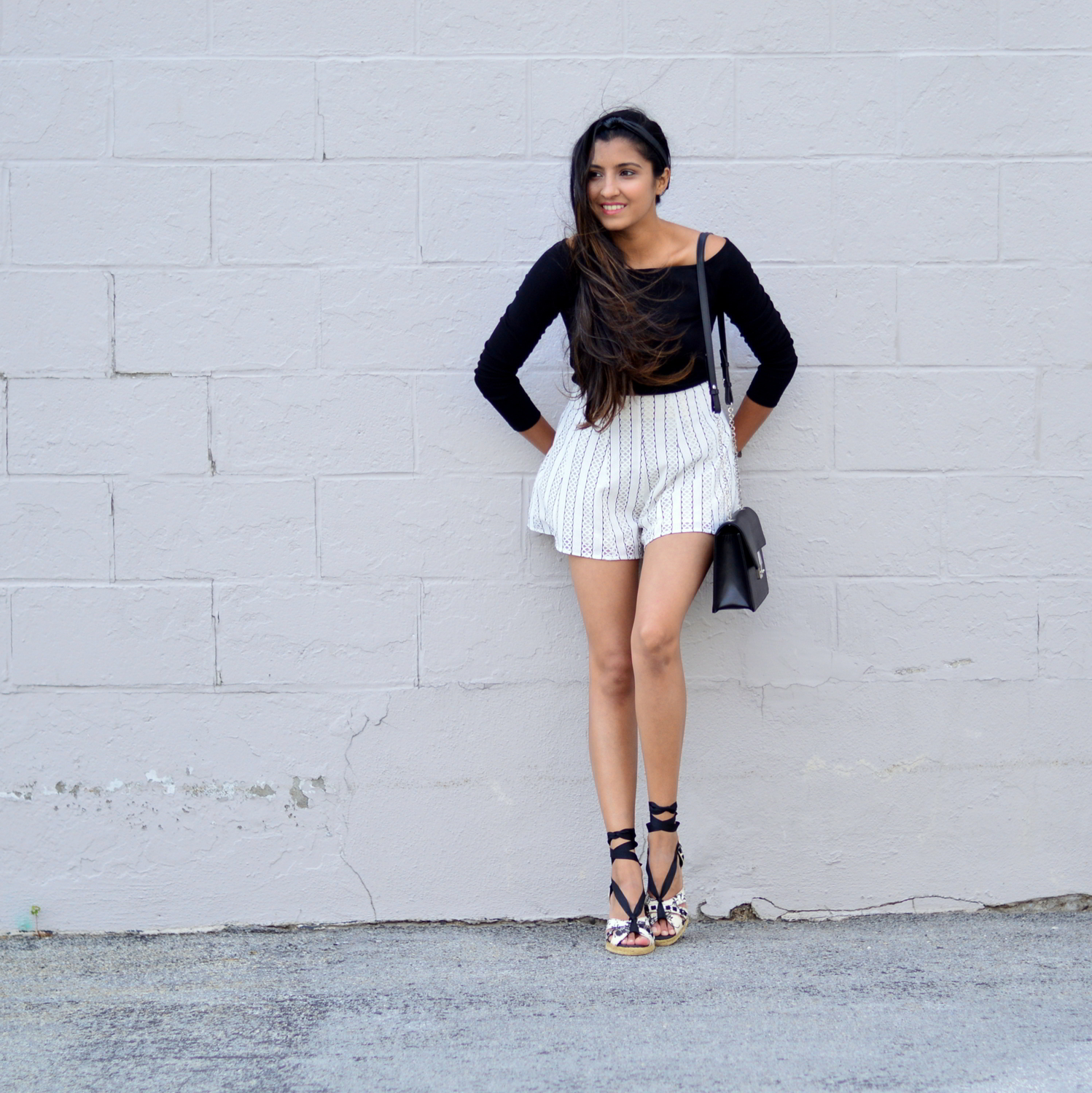 black-and-white-off-the-shoulder-lace-up-shoes-summer-style 7