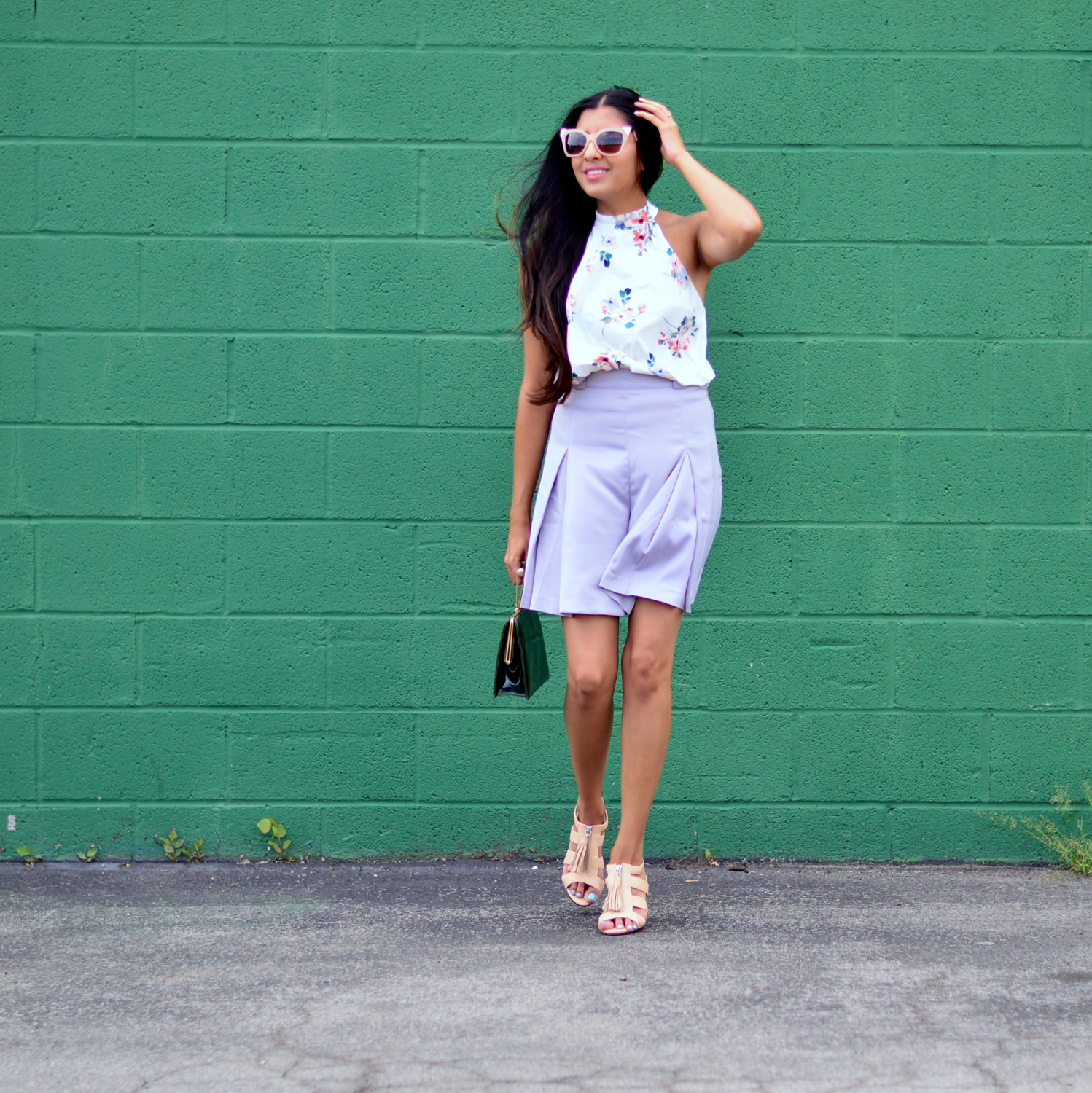 floral-bodysuit-pleated-shorts-summer-style-blogger-outfit 1