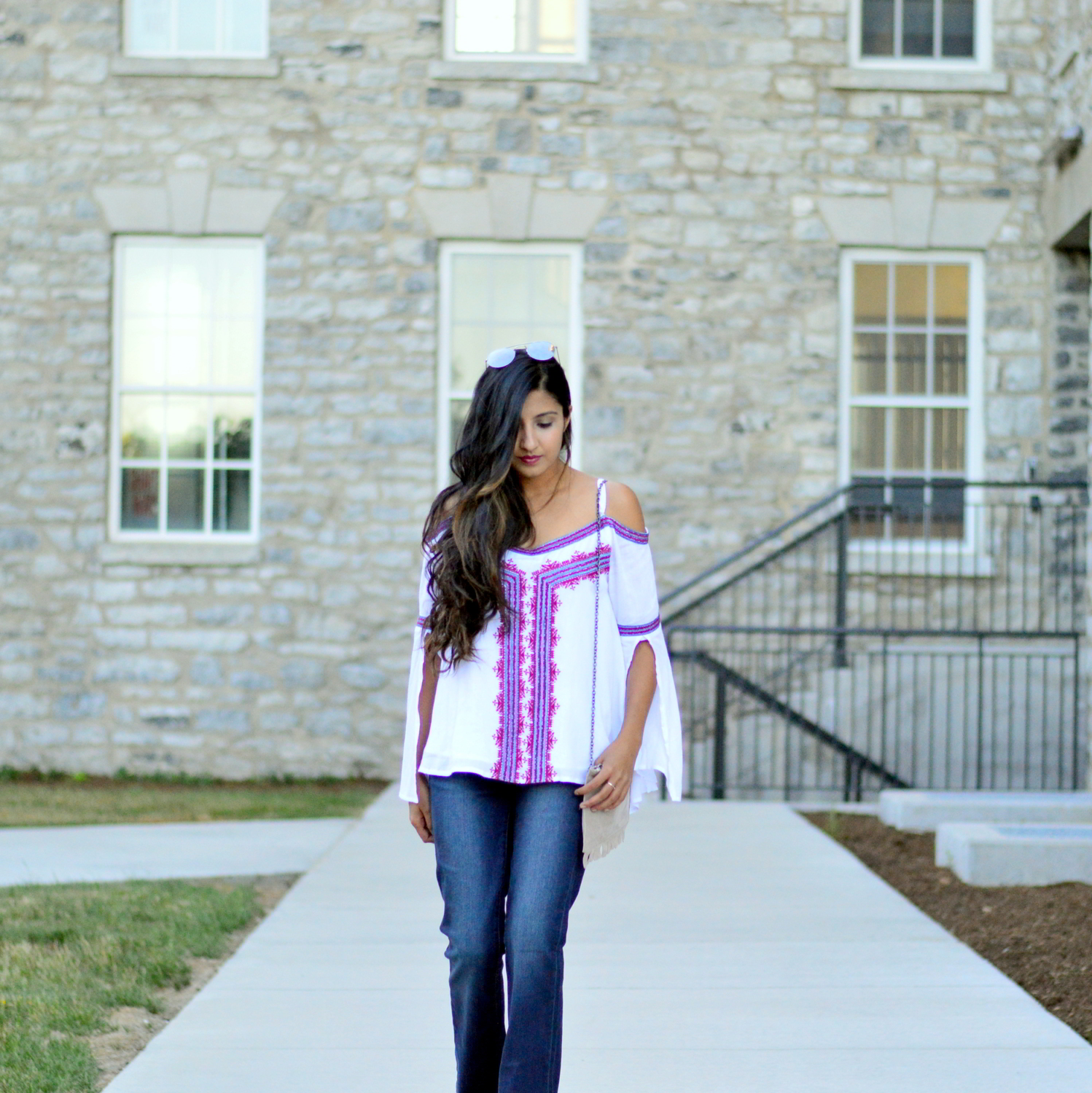 fall-outfit-inspiration-flared-jeans-cold-shoulder-boho-chic-summer-style 2