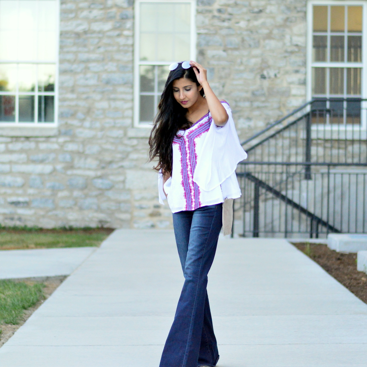 fall-outfit-inspiration-flared-jeans-cold-shoulder-boho-chic-casual-style 5
