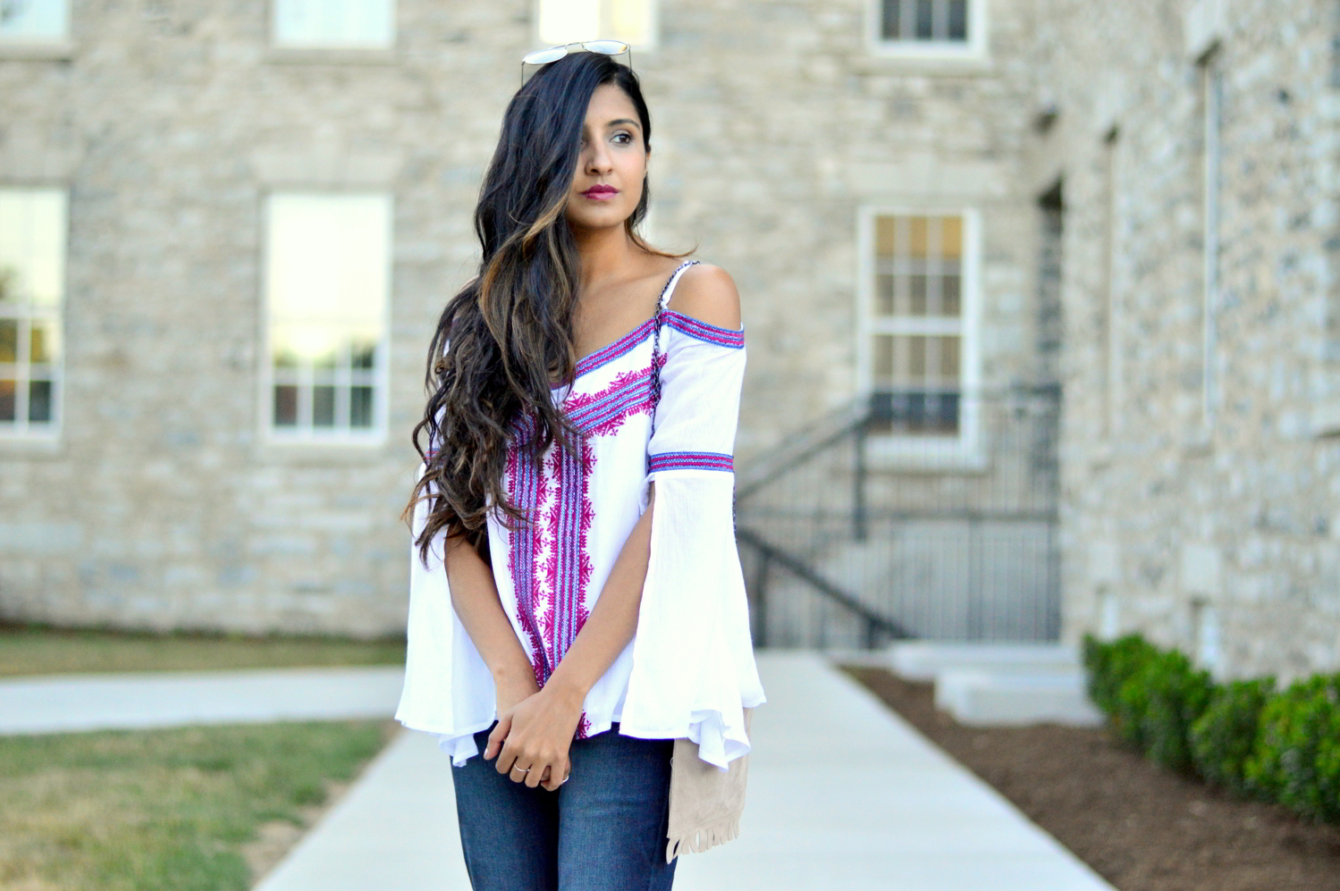 fall-outfit-inspiration-flared-jeans-cold-shoulder-boho-chic-casual-style 7