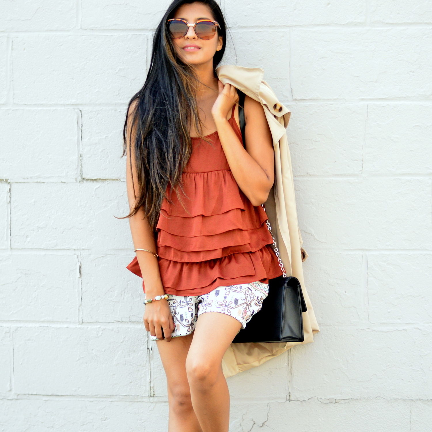 ruffles-embroidered-shorts-summer-style-fall-trends-blogger-outfit 2