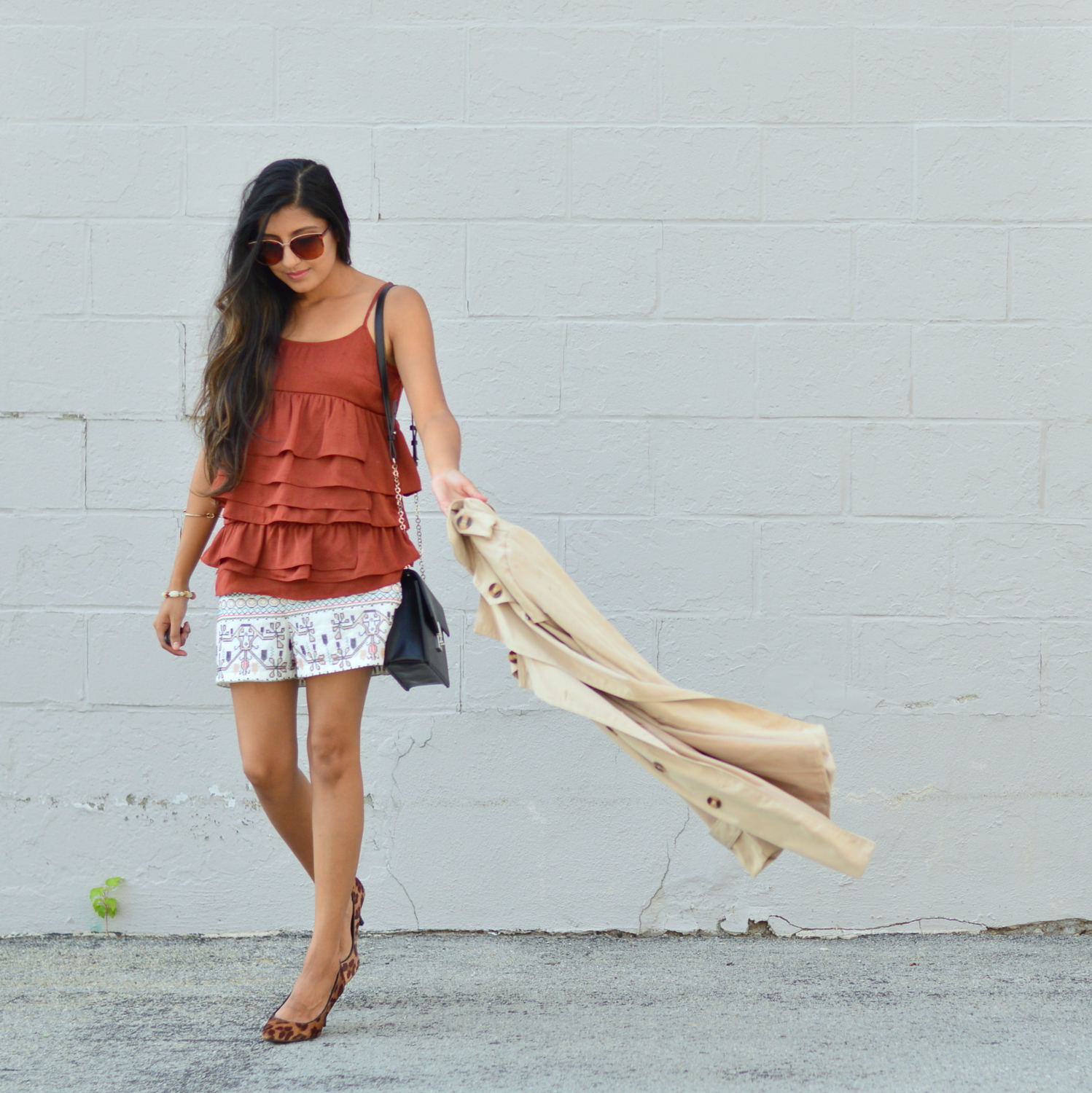 ruffles-embroidered-shorts-summer-style-fall-trends-blogger-outfit 3