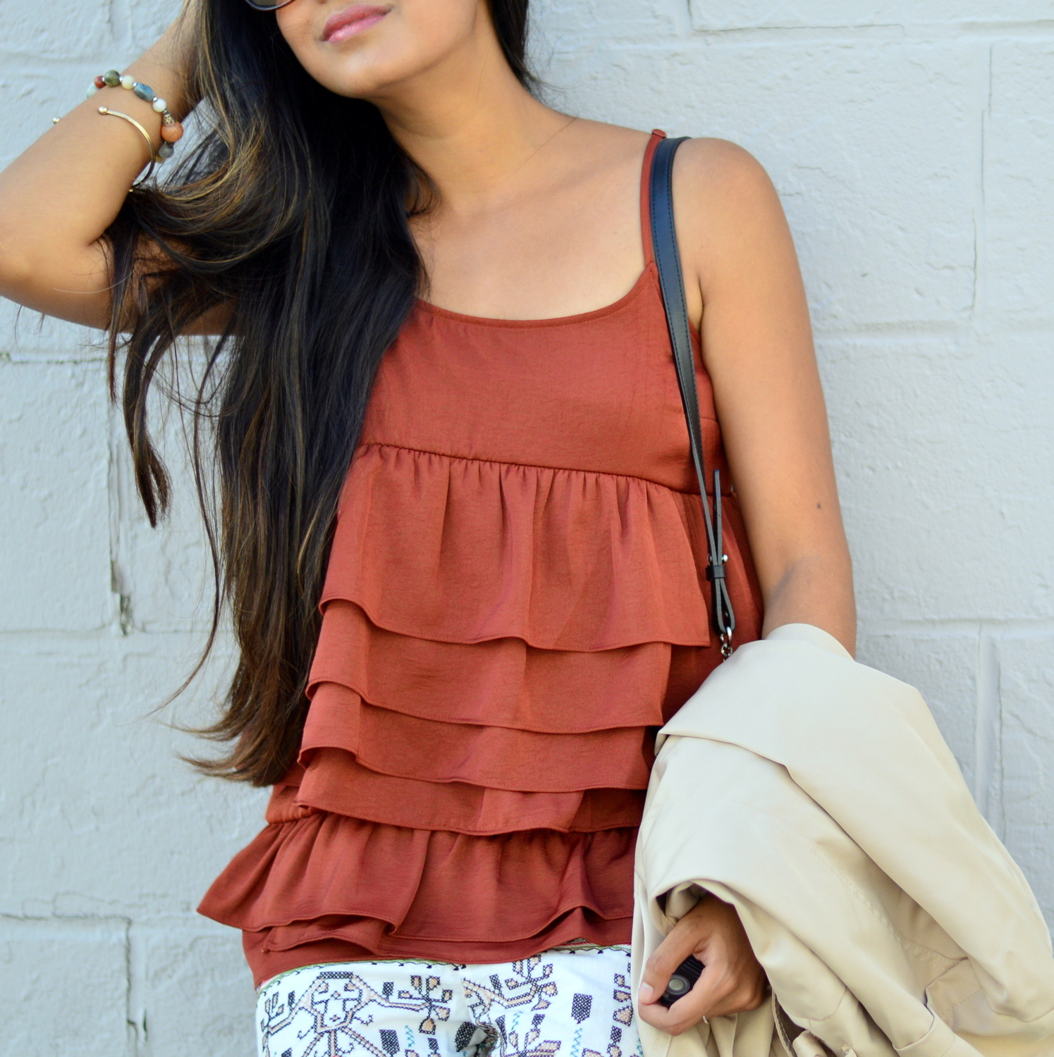 ruffles-embroidered-shorts-summer-style-fall-trends-blogger-outfit 4