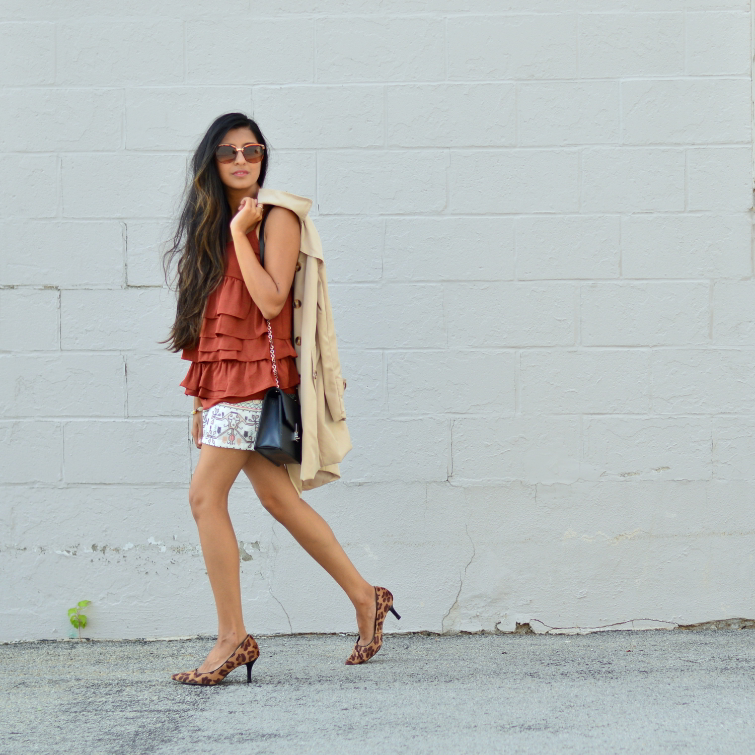 ruffles-embroidered-shorts-summer-style-fall-trends-blogger-outfit 5