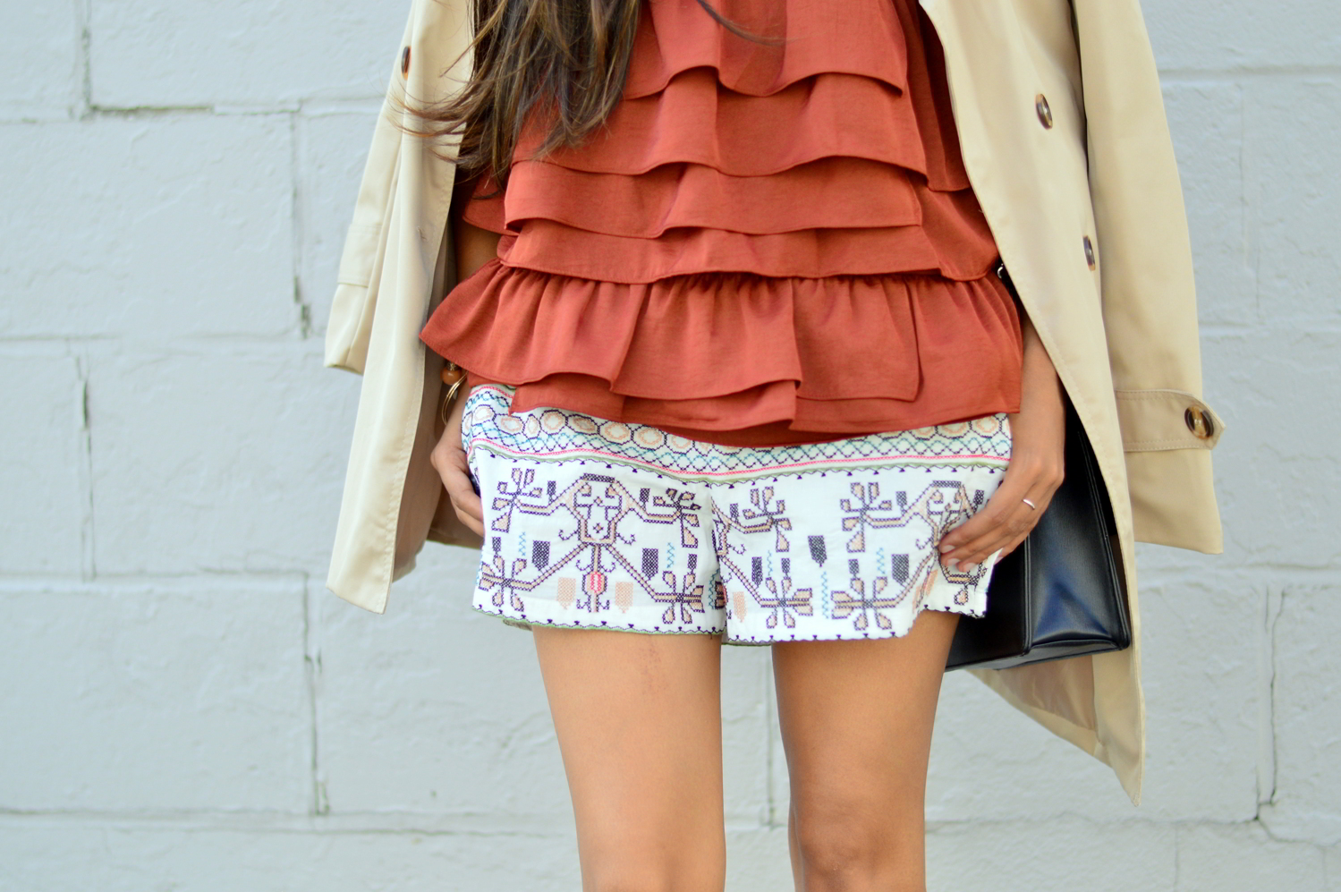 ruffles-embroidered-shorts-summer-style-fall-trends-blogger-outfit 6