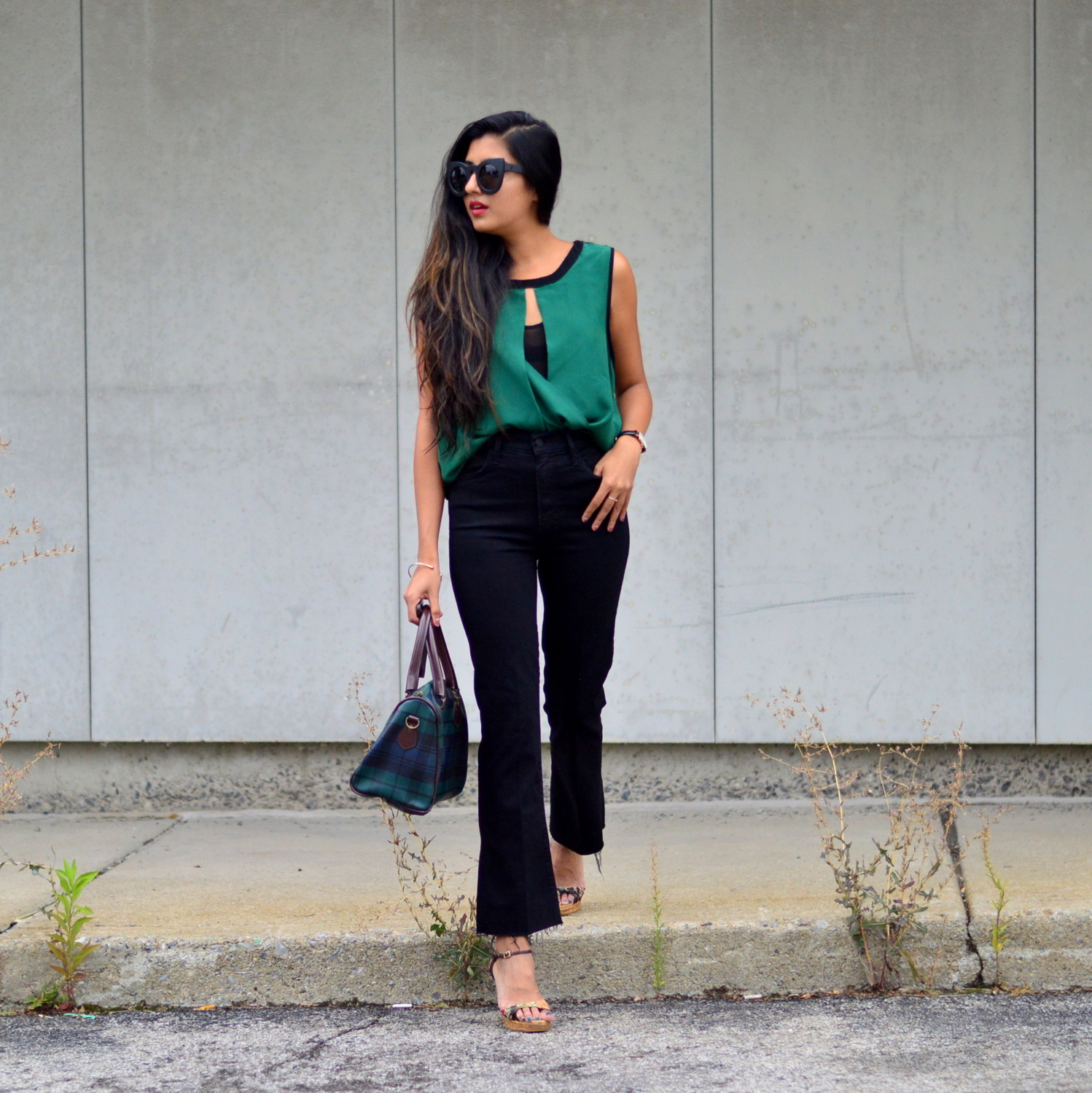 workwear-fall-style-emerald-silk-blouse-cropped-flared-jeans 3