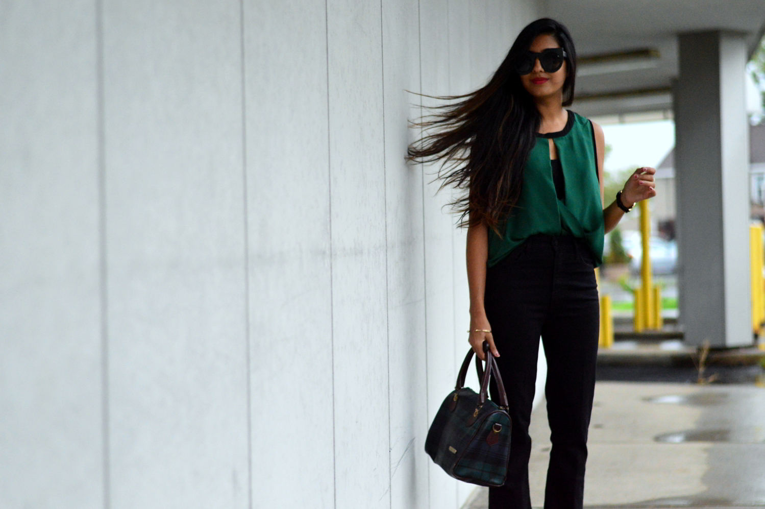 workwear-fall-style-emerald-silk-blouse-cropped-flared-jeans 5