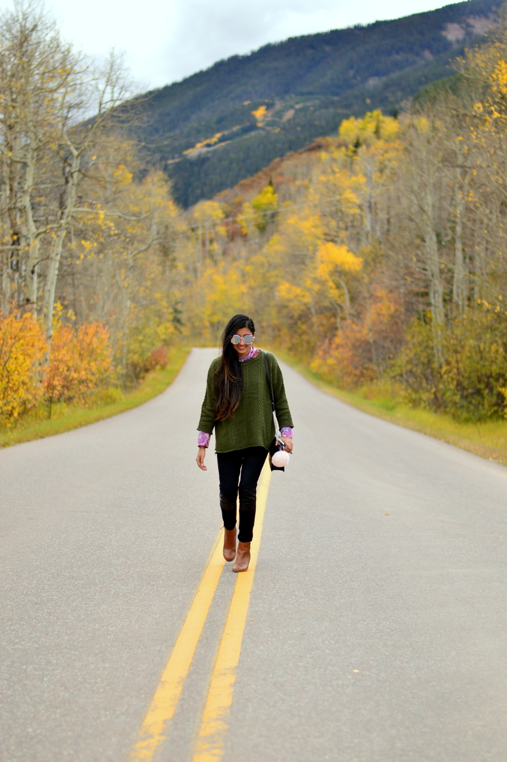 cableneck-sweater-moto-leggings-fall-layers-blogger-outfit-aspen-style 1