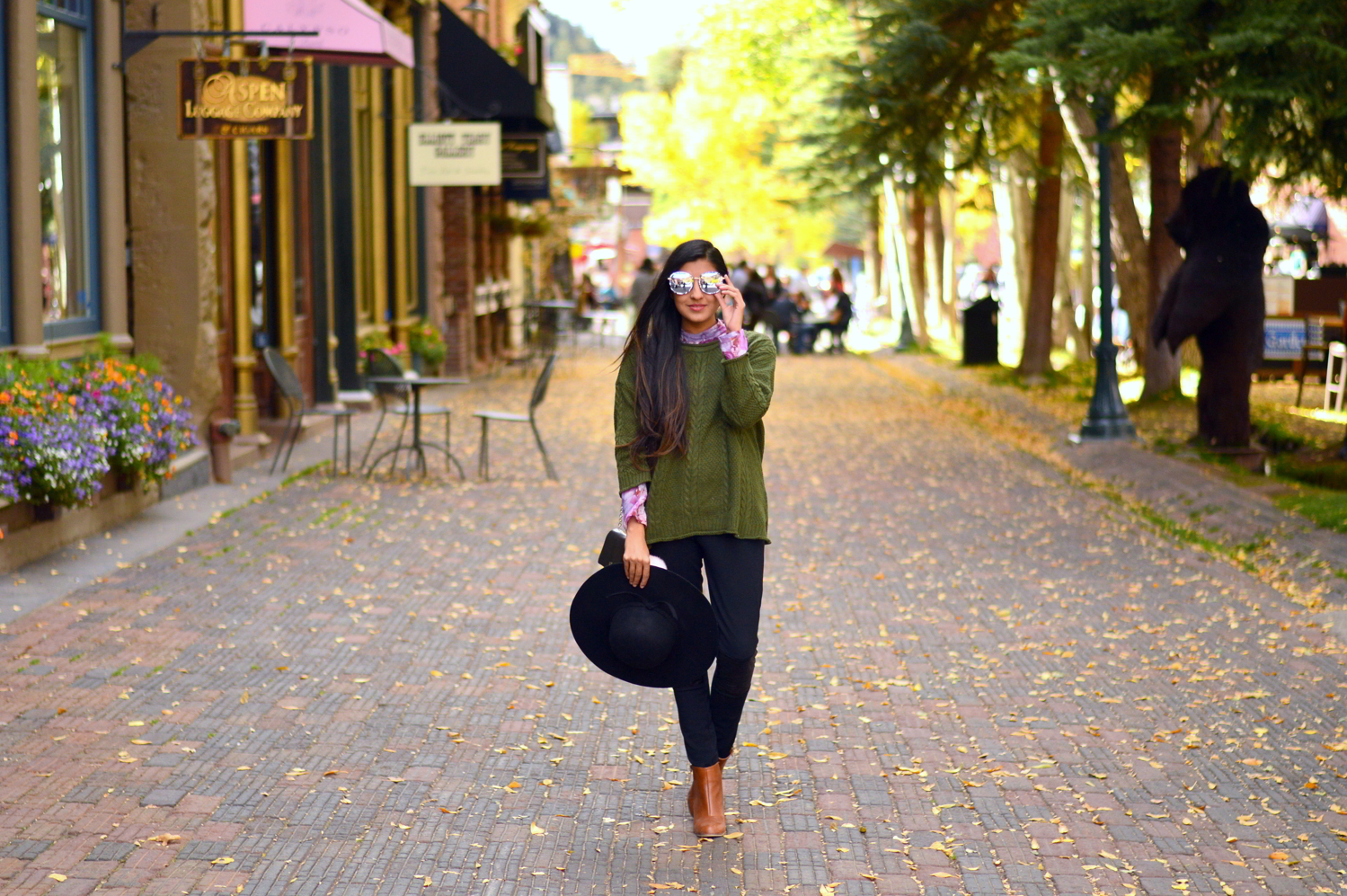 cableneck-sweater-moto-leggings-fall-layers-blogger-outfit-aspen-style 3