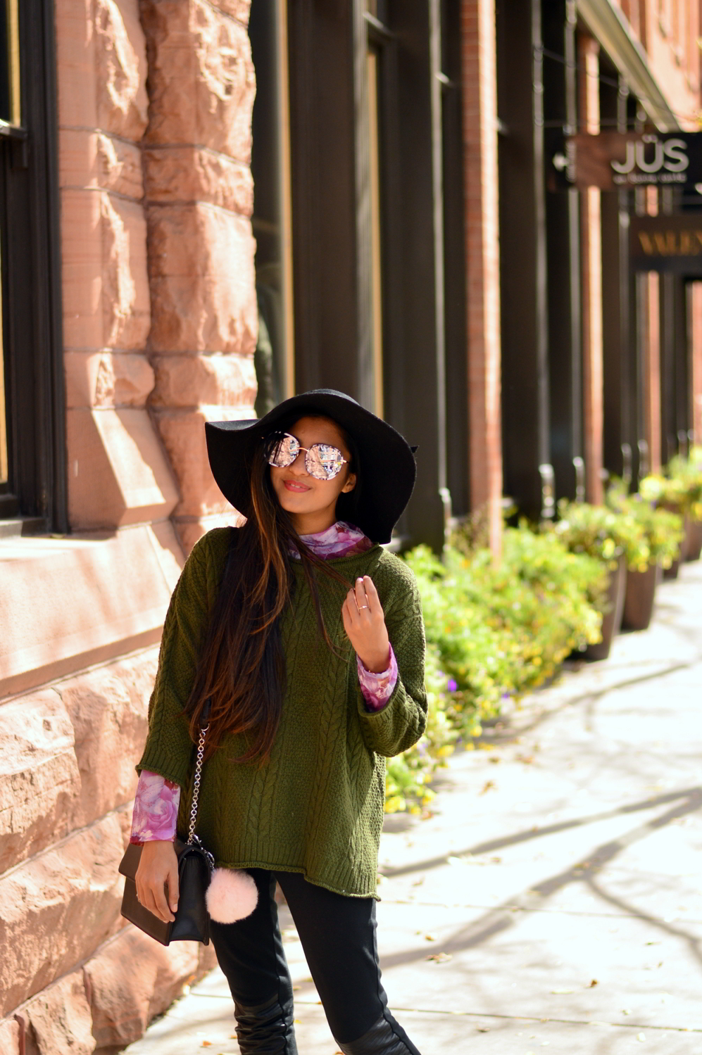 cableneck-sweater-moto-leggings-fall-layers-blogger-outfit-aspen-style 5