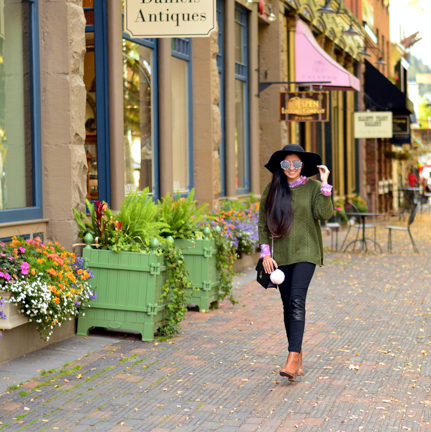 cableneck-sweater-moto-leggings-fall-layers-blogger-outfit-aspen-style-travel 6
