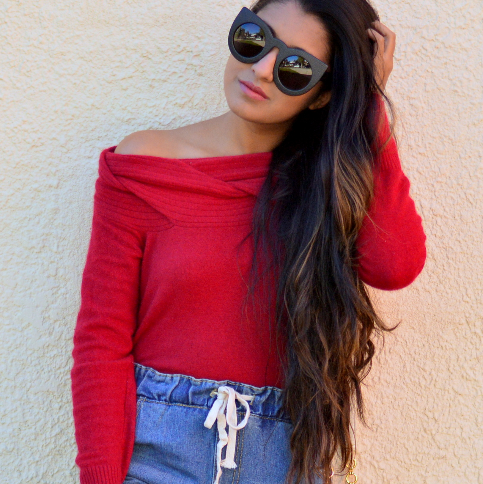 off-the-shoulder-sweater-plaid-jogger-jeans-blogger-style-fall-outfit 4