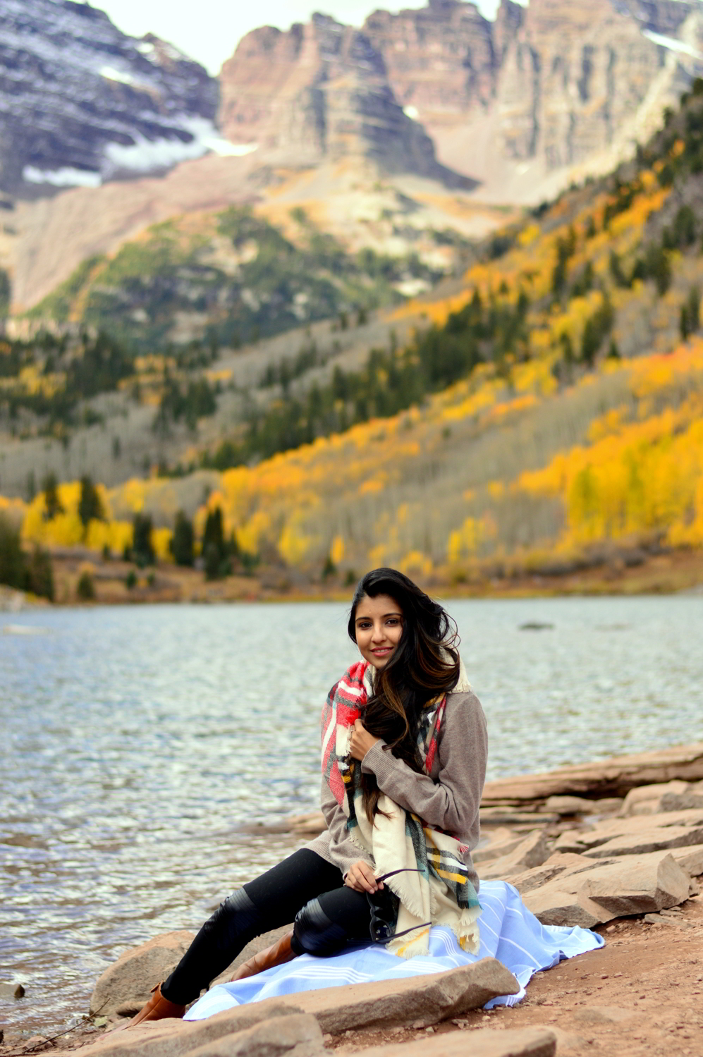 turtleneck-sweater-plaid-blanket-scarf-fall-style-maroon-bells-aspen-colorado 1