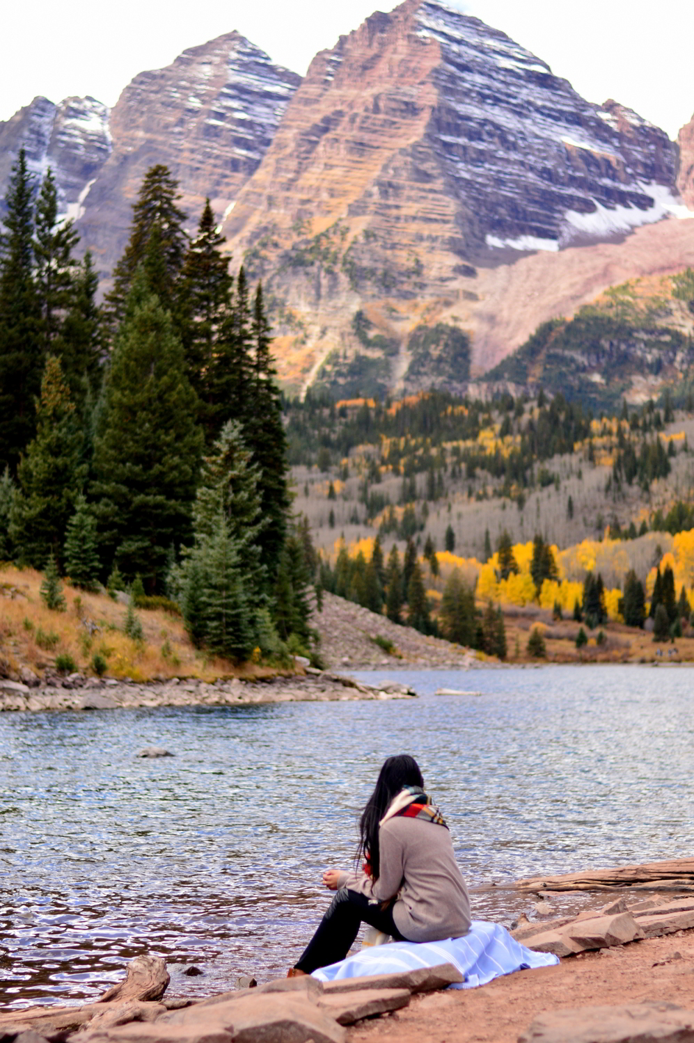 travel-blogger-guide-fall-style-maroon-bells-aspen-colorado 4