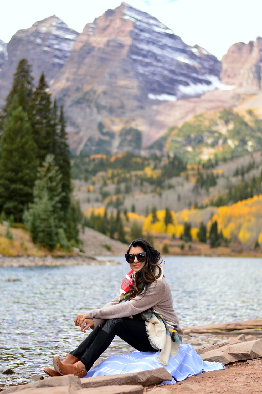 turtleneck-sweater-plaid-blanket-scarf-fall-style-maroon-bells-aspen-colorado-lakeside-picnic 7