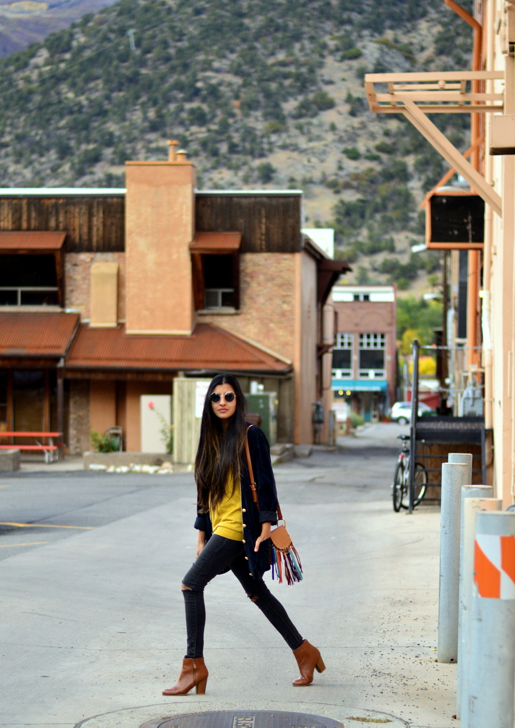 velvet-oversized-cardigan-fall-style-colorado-travel-blogger-outfit 5