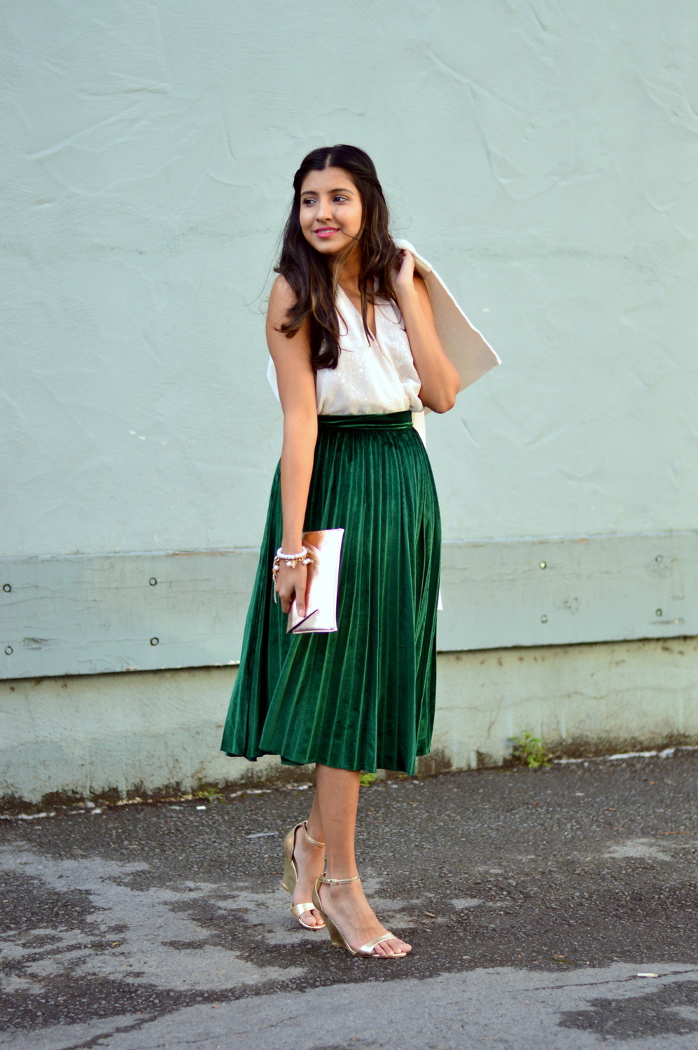 velvet-pleats-midi-skirt-daytime-sequins-party-outfit-blogger-winter-style 6