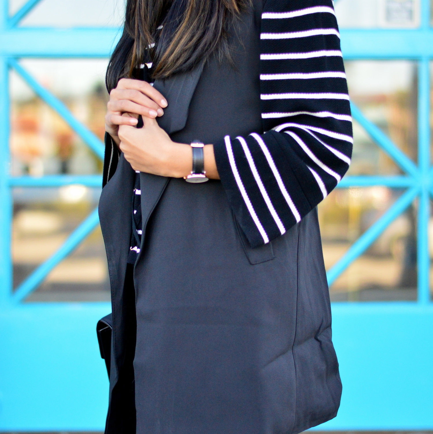 black-and-white-longline-vest-bell-sleeves-sweater-fashion-blogger-california 7