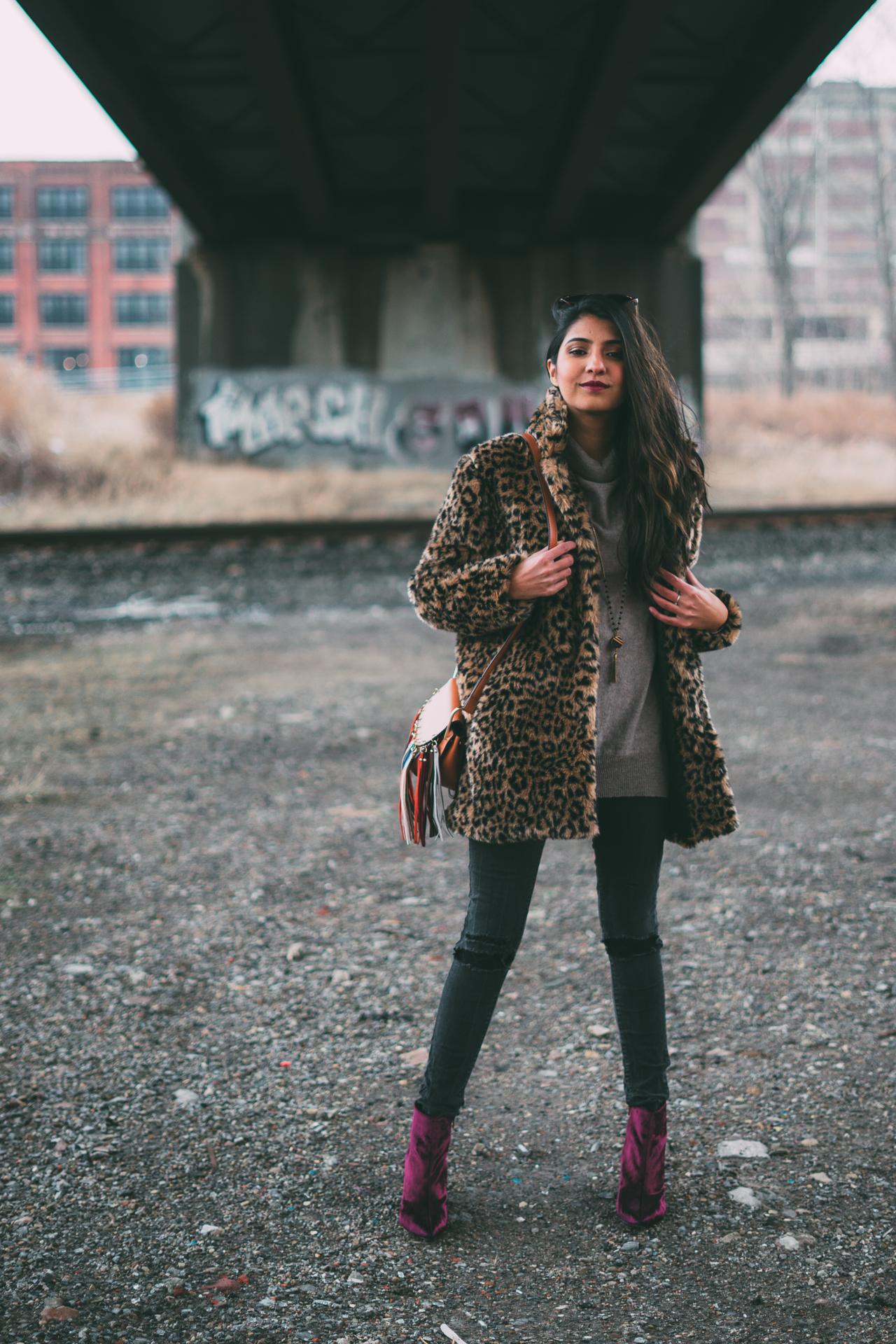 leopard-faux-fur-coat-velvet-boots-winter-style-blogger-outfit 1