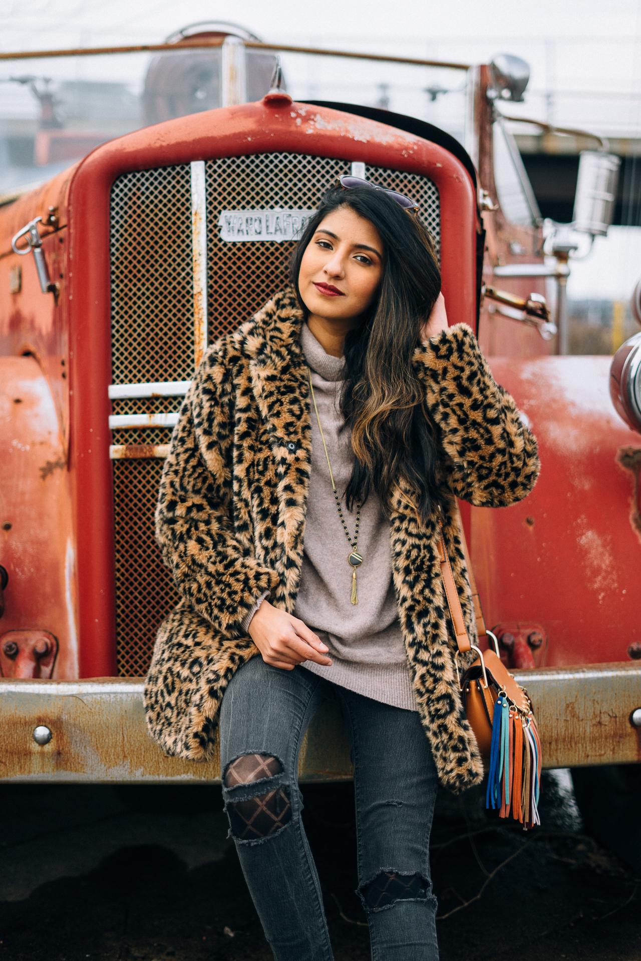 leopard-faux-fur-coat-velvet-boots-winter-style-blogger-outfit-retro-glam 2