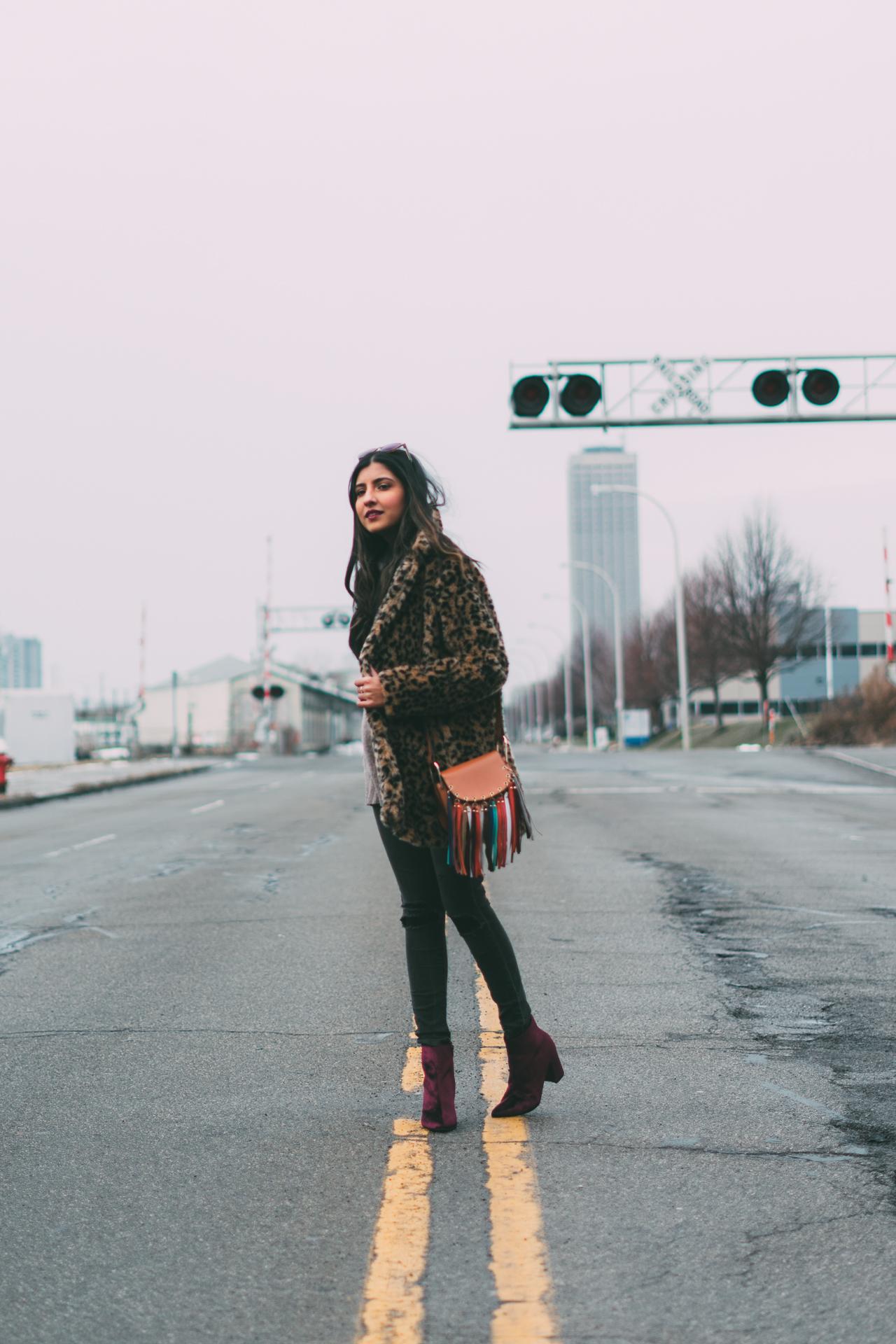 leopard-faux-fur-coat-velvet-boots-winter-style-blogger-outfit-boho-chic 3