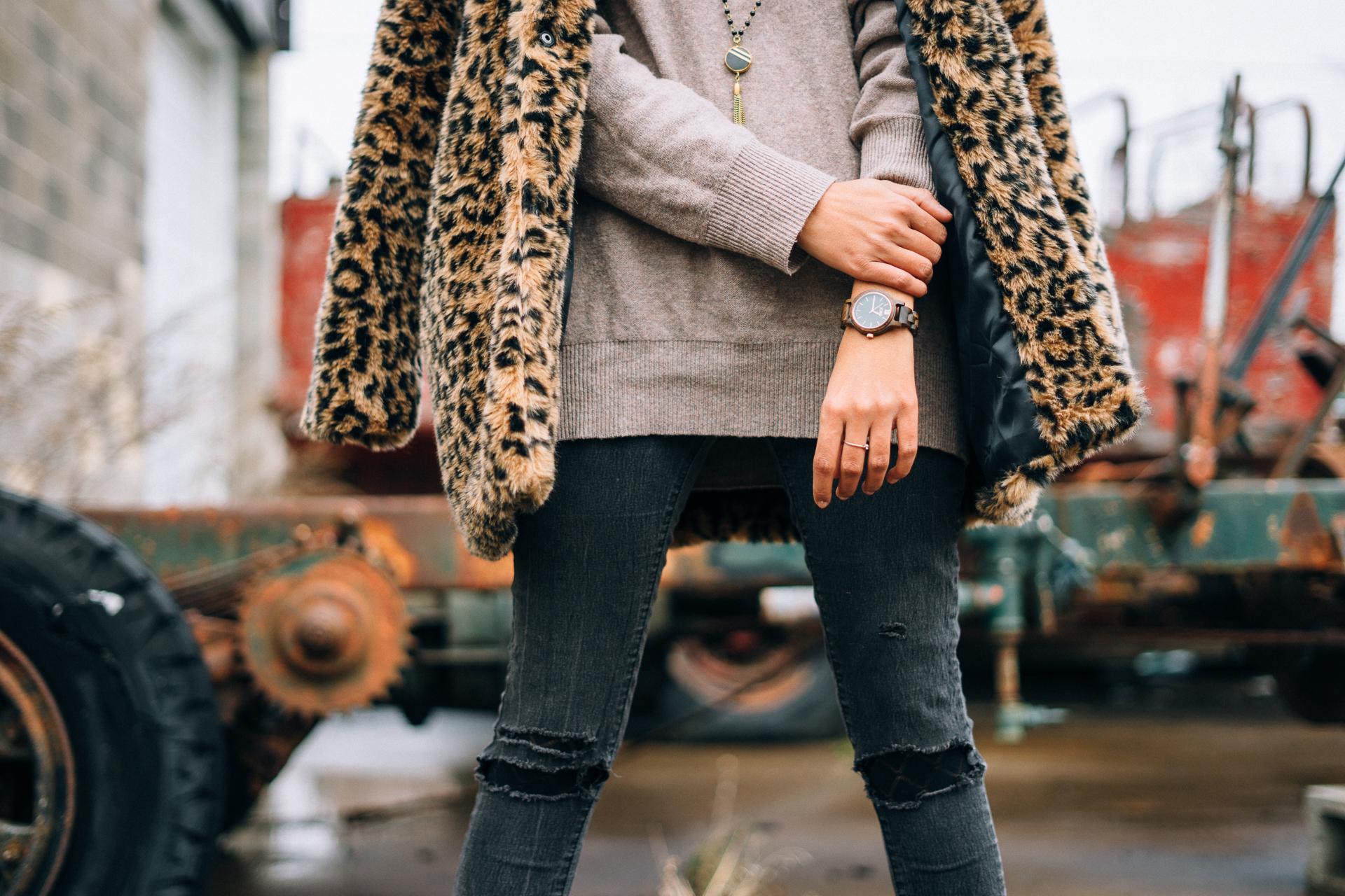leopard-faux-fur-coat-velvet-boots-winter-style-blogger-outfit-street-fashion 5