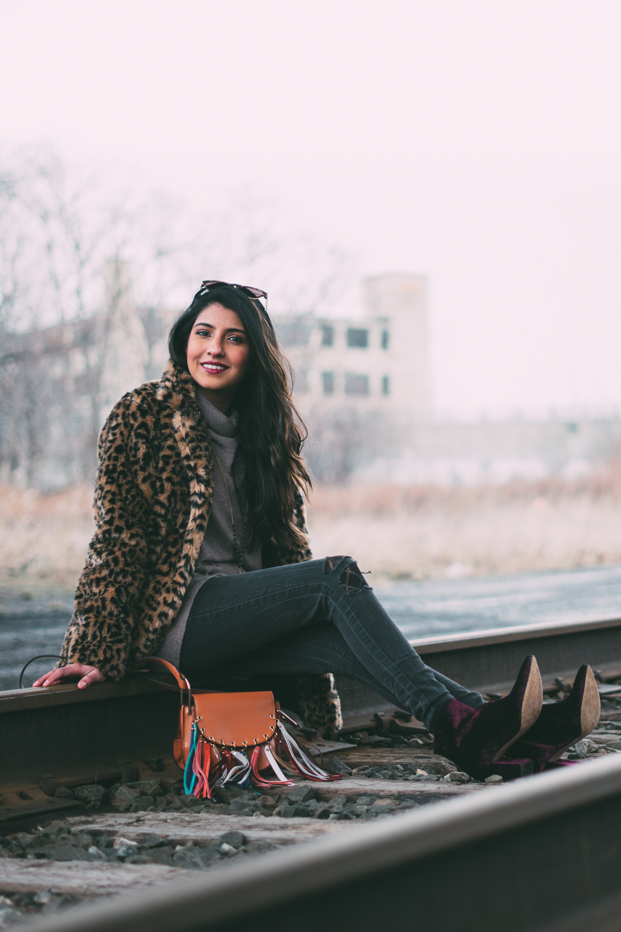 leopard-faux-fur-coat-velvet-boots-winter-style-blogger-outfit-layers-street 6