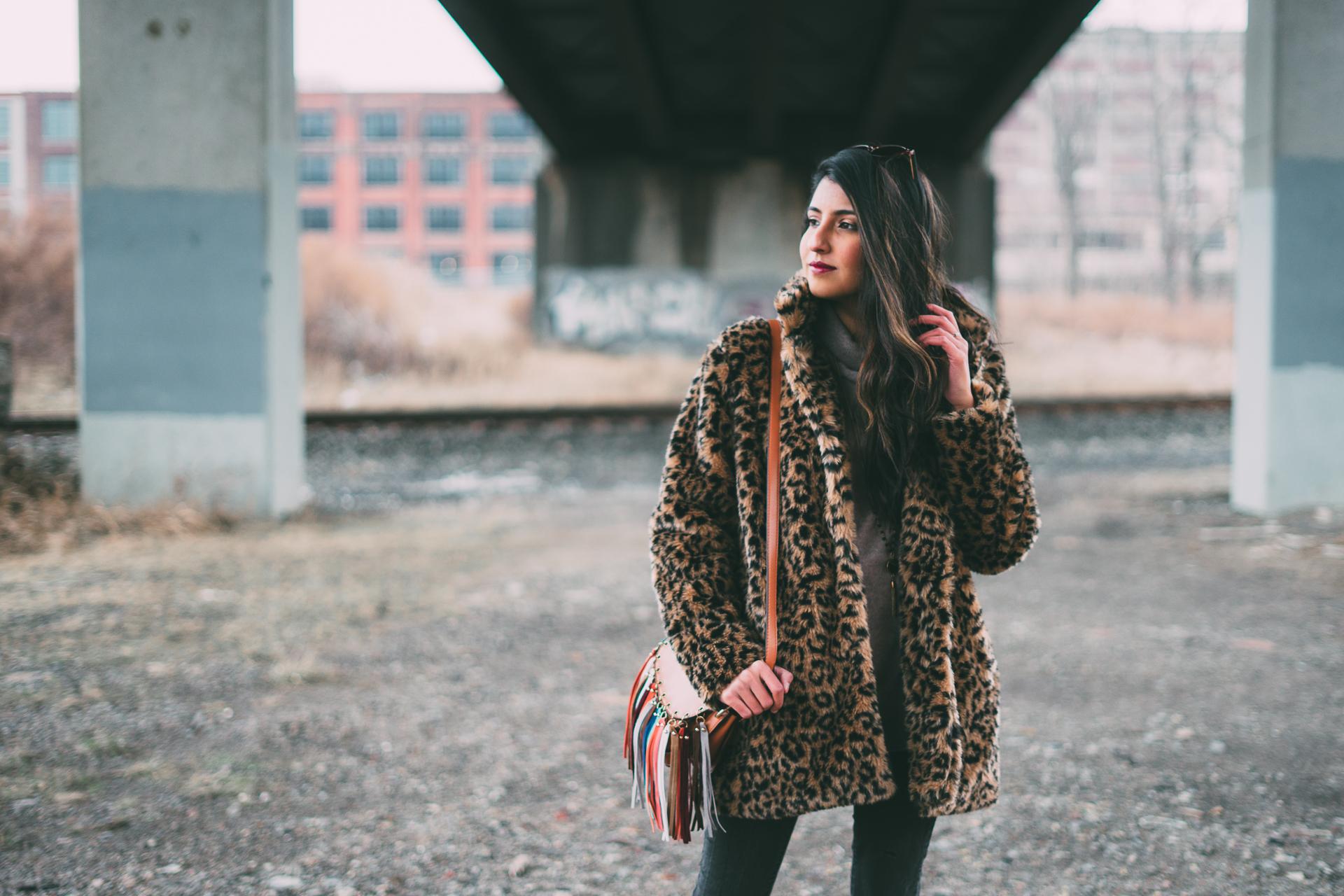 leopard-faux-fur-coat-velvet-boots-winter-style-blogger-outfit 11