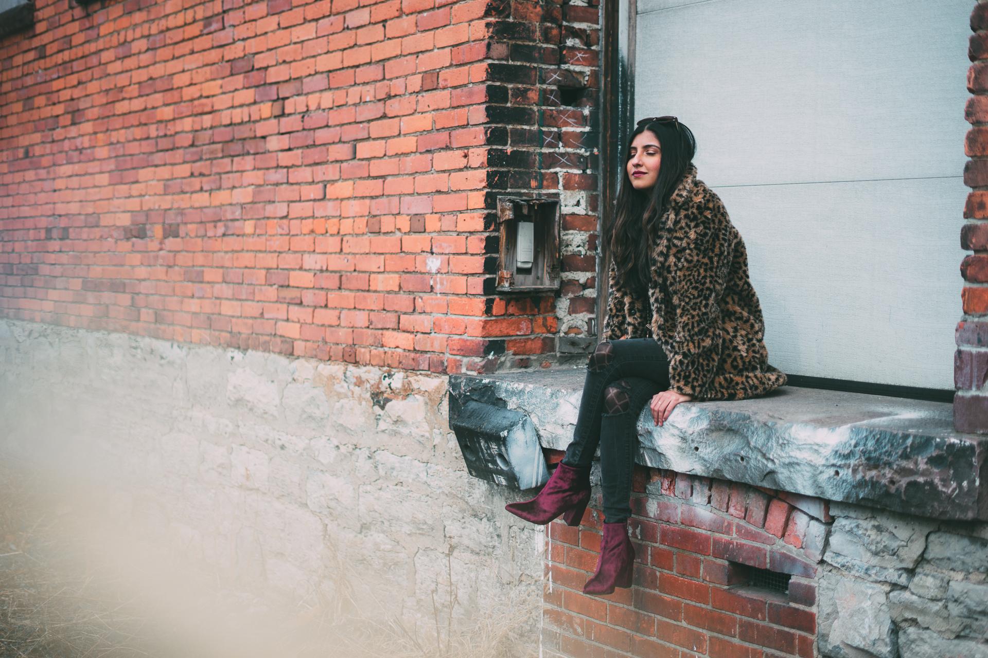 leopard-faux-fur-coat-velvet-boots-winter-style-blogger-outfit 15