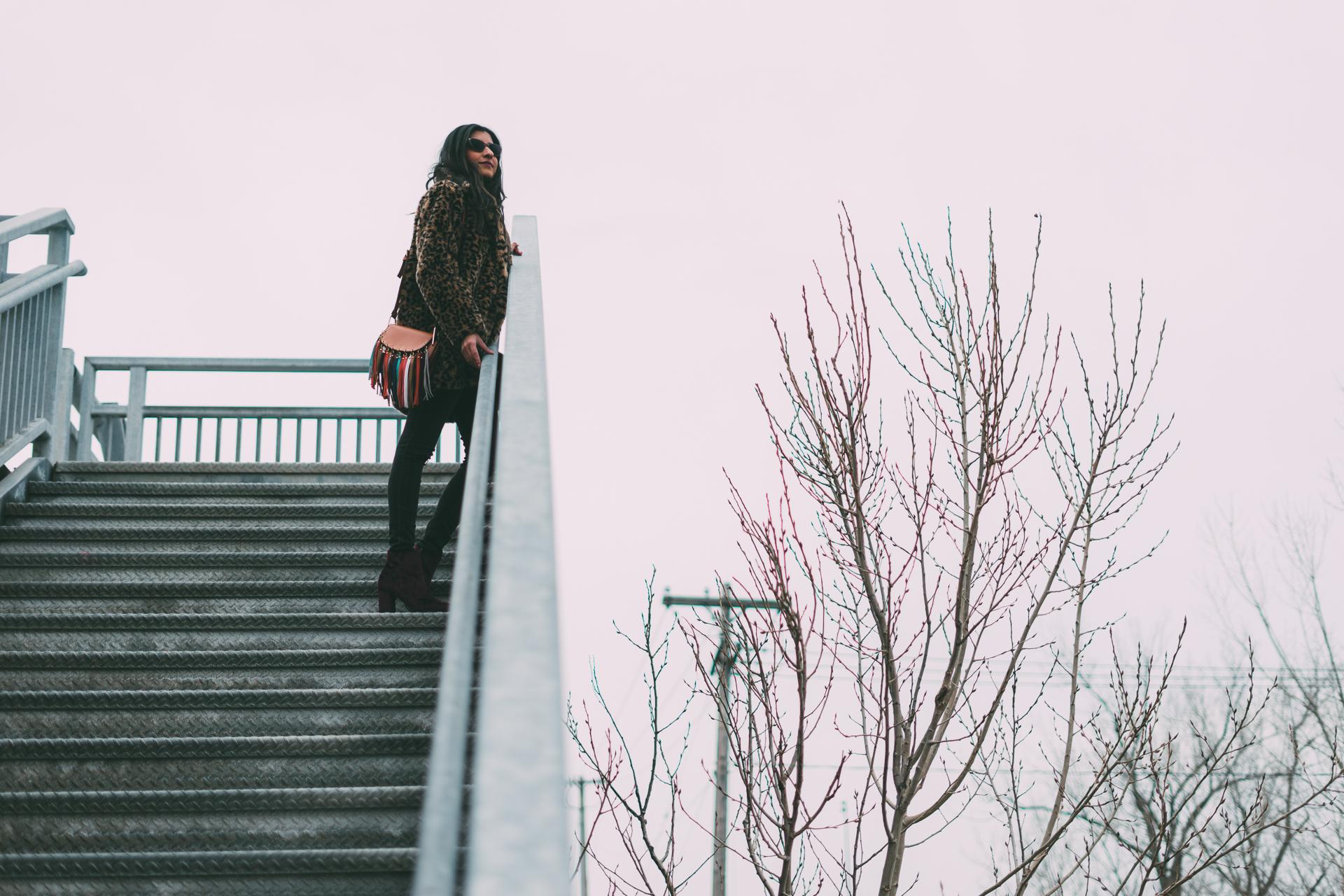 leopard-faux-fur-coat-velvet-boots-winter-style-blogger-outfit 16