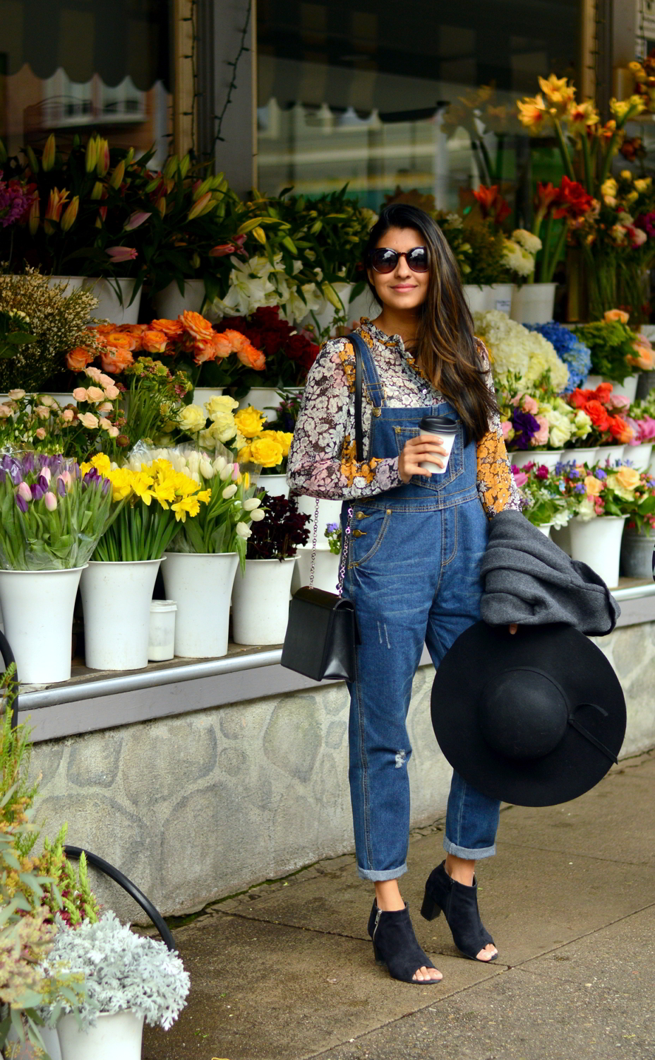 boyfriend-overalls-floral-spring-style-blogger-outfit 1